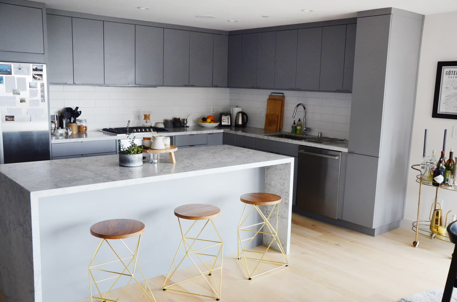 How much walking space is required around a kitchen island - Small space kitchen island ...
