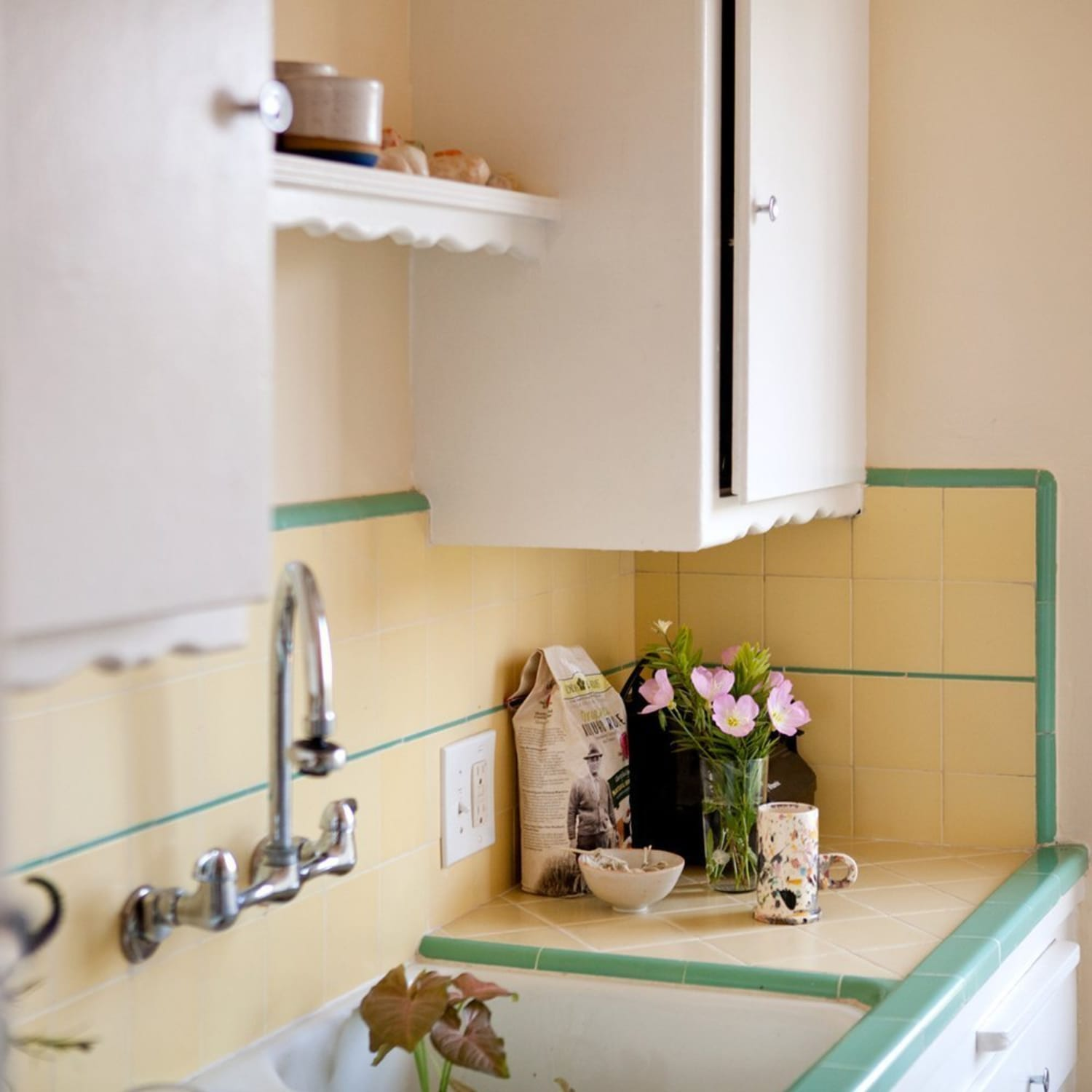 Kitchen Cabinets Without Hardware: 6 Cabinet Hardware Tips From The Experts
