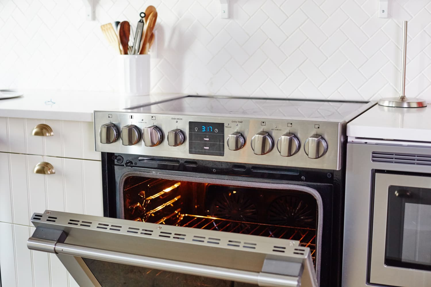 How To Clean An Oven With Baking Soda Amp Vinegar Kitchn