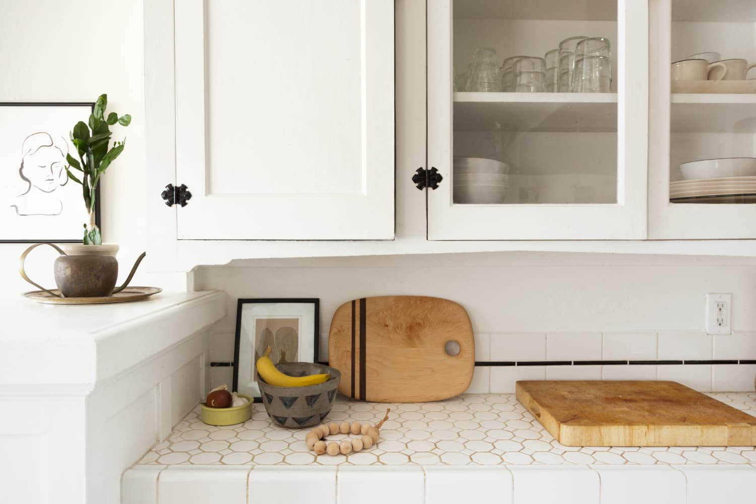 10 of the Best Fi for Rental Kitchen Problems | Kitchn Ideas For Baskets Above Kitchen Sink Window With No on
