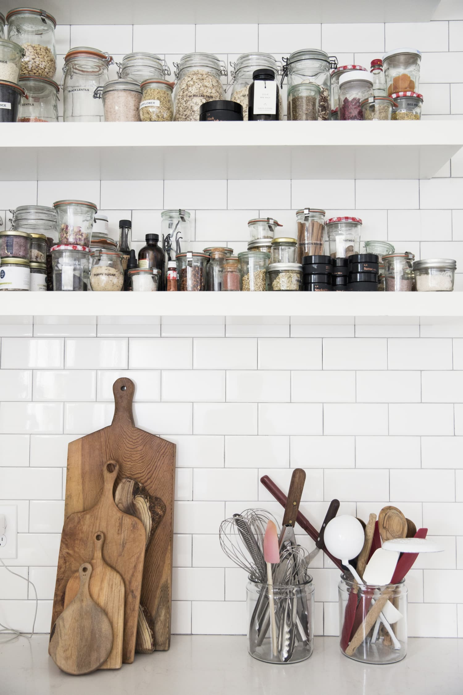 10 Essential Tools You Need In Your Travel Kitchen Kit