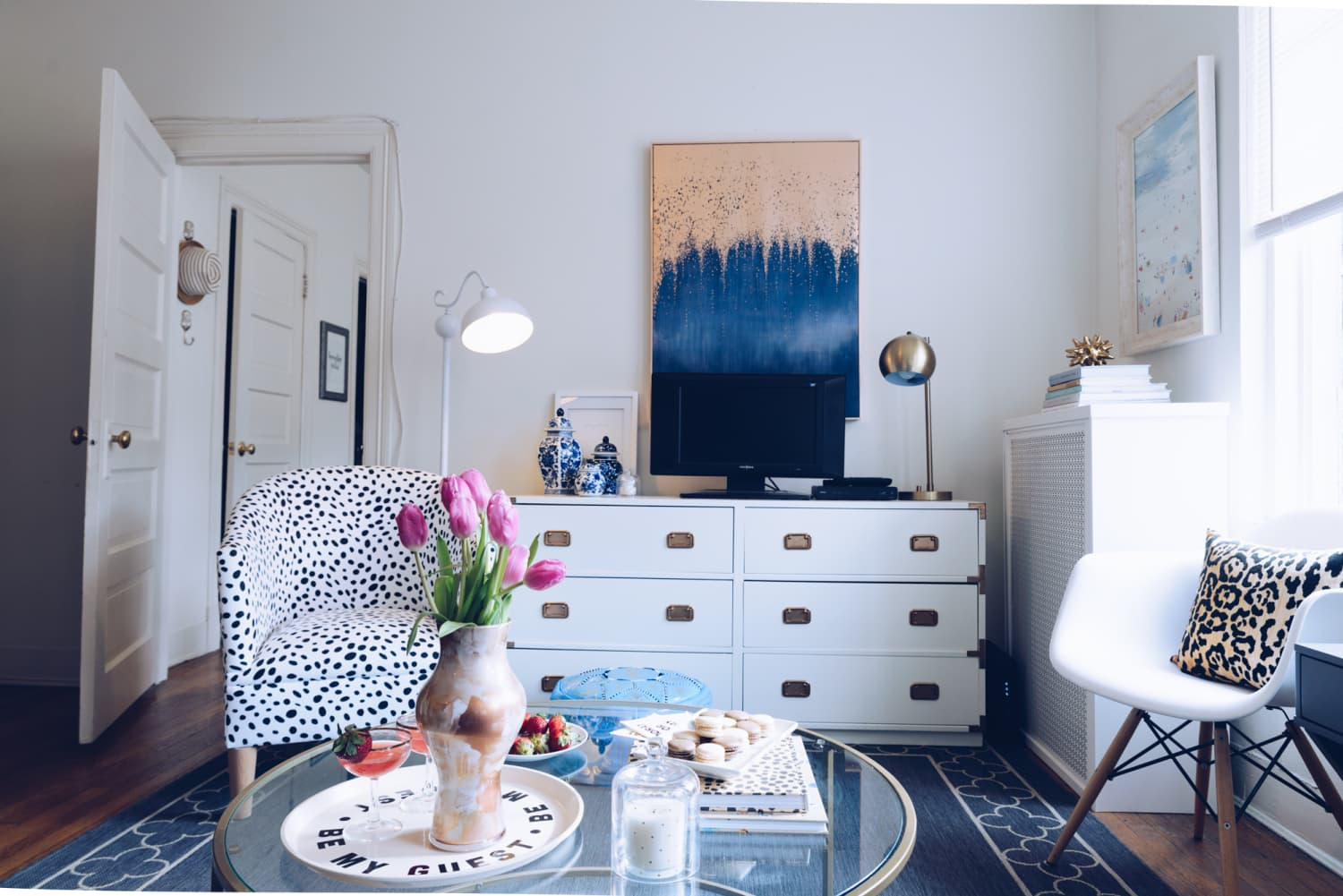 A 20-Something Fills Her DC Apartment With Craigslist ...