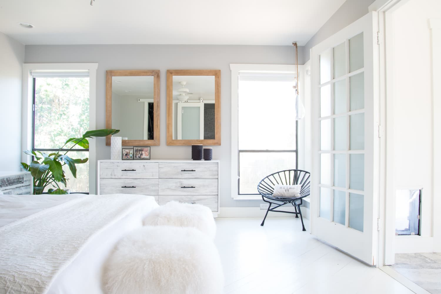 The Wannabe Minimalist's Guide to a Decluttered Bedroom ...