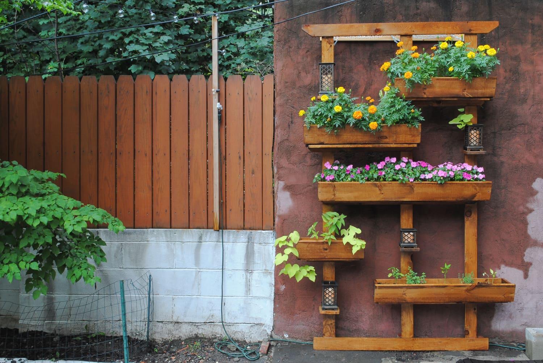How to Build a Vertical Garden for Your Backyard ...