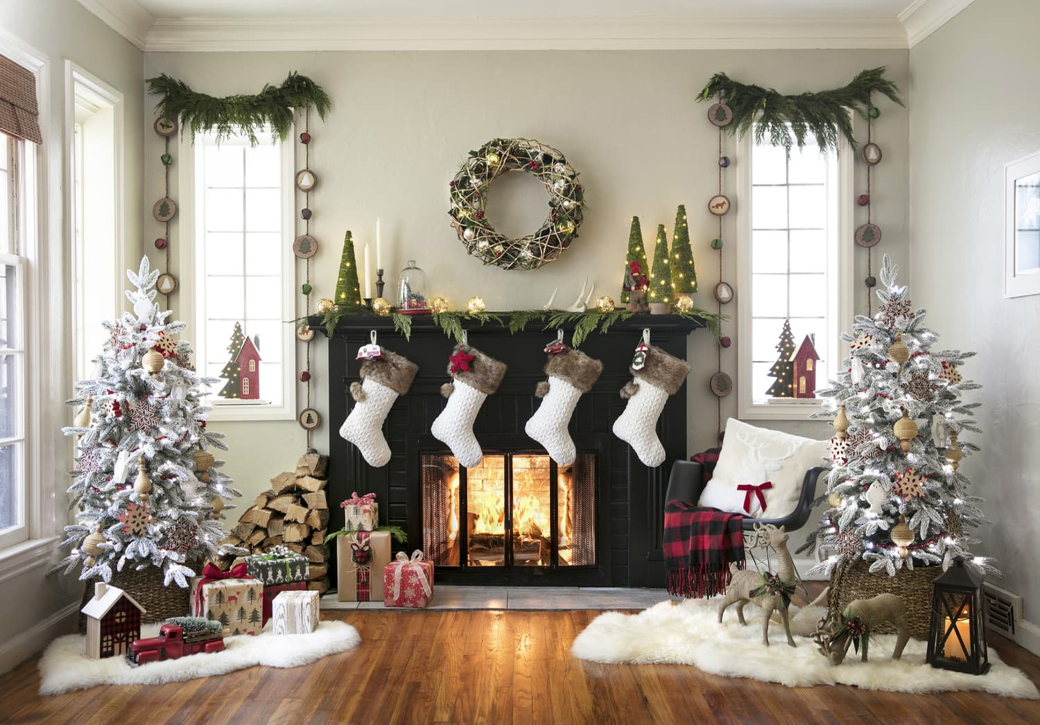 The Best Holiday Decor Deals At Lowe's This Season