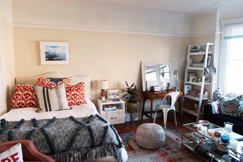 Small, Cozy San Francisco Studio Apartment Tour ...