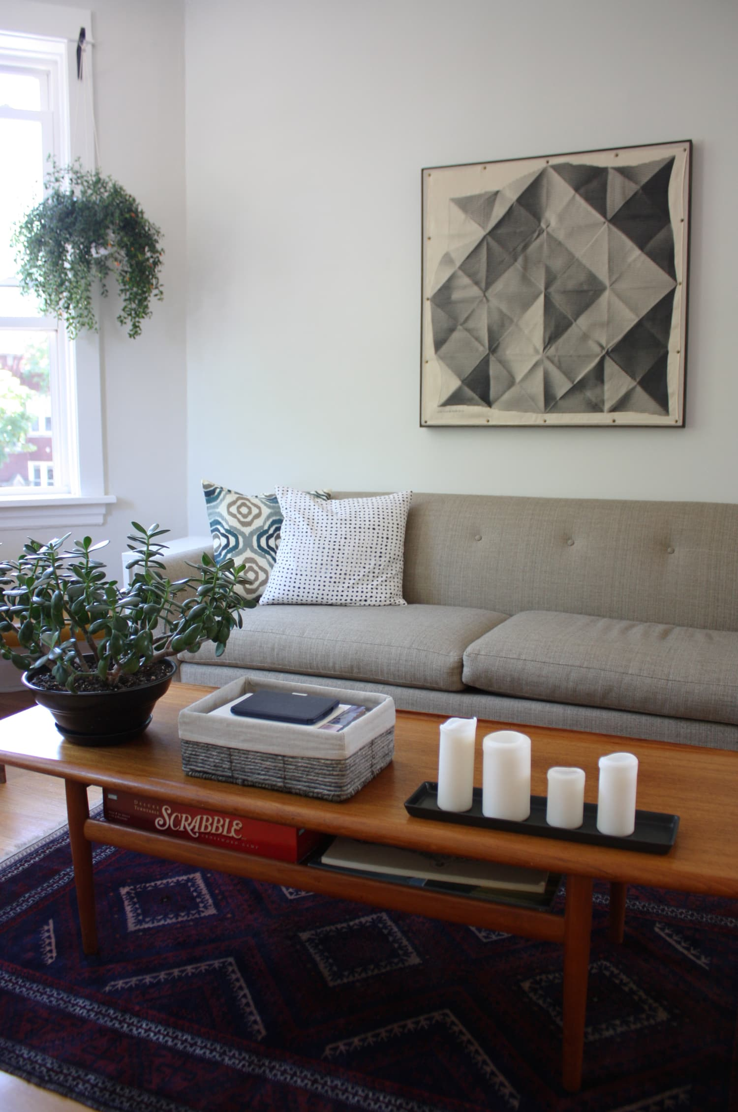 Cheap, Yet Chic: Low Cost Living Room Design Ideas ... on Cheap Bedroom Ideas For Small Rooms  id=82244