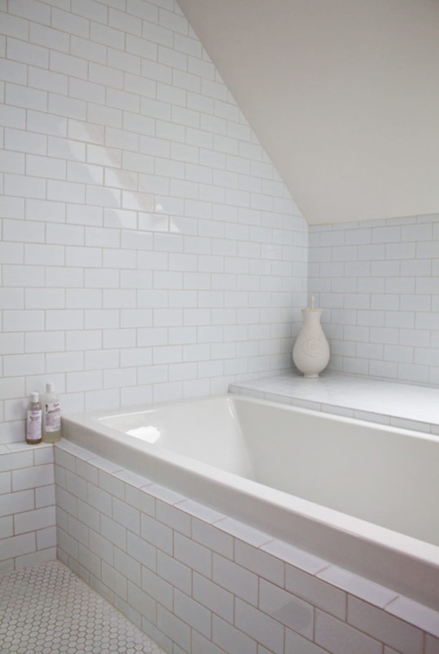 Built In Versus Freestanding Bathtubs Pros And Cons