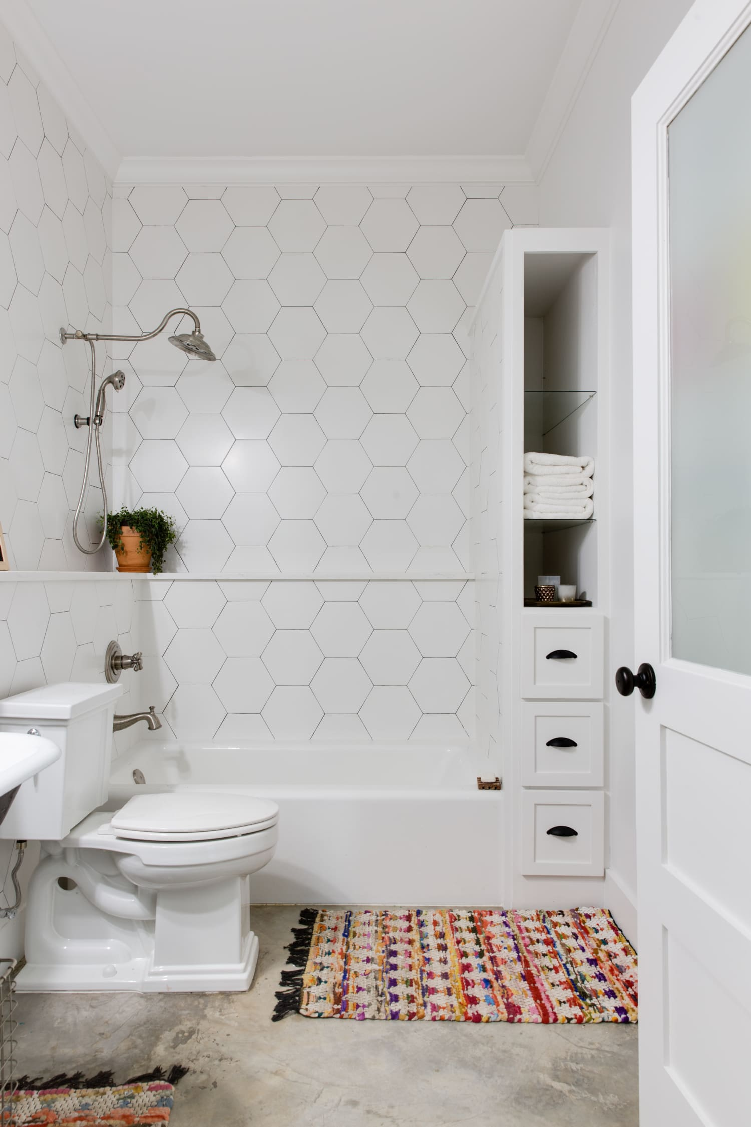 10 Ways Adhesive Strips and Hooks Can Organize Your Whole Bathroom