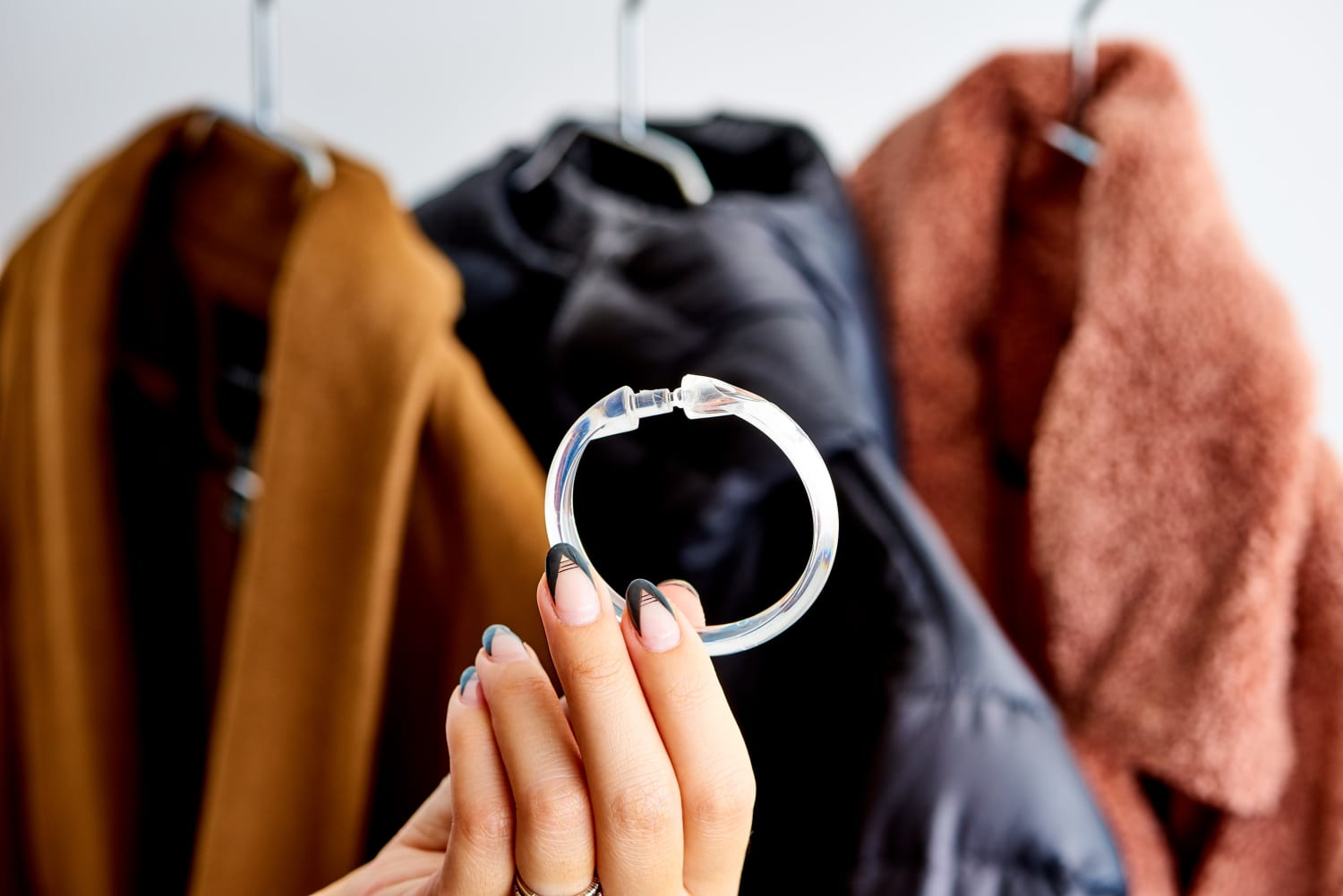 A Clever Way Organize Your Closet with $1 Shower Curtain Rings
