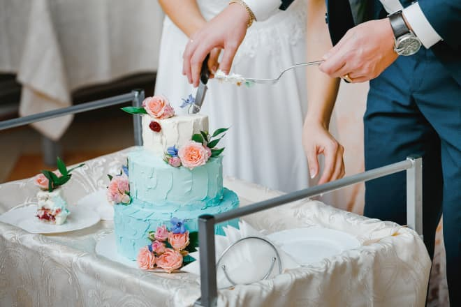 How a Couple Cuts Their Wedding Cake Might Correlate to How Long the Marriage Will Last