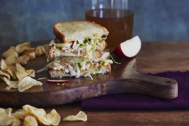Apple, Cheddar & Chicken Melts | Delicious & Easy Fall Recipes I Homemade Recipes | Cozy Dinner Ideas