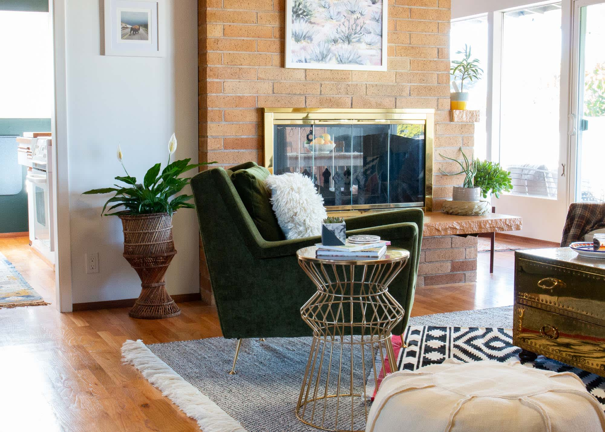 A Seattle Home's Dining Room Has a Great Green Accent Wall: gallery image 4