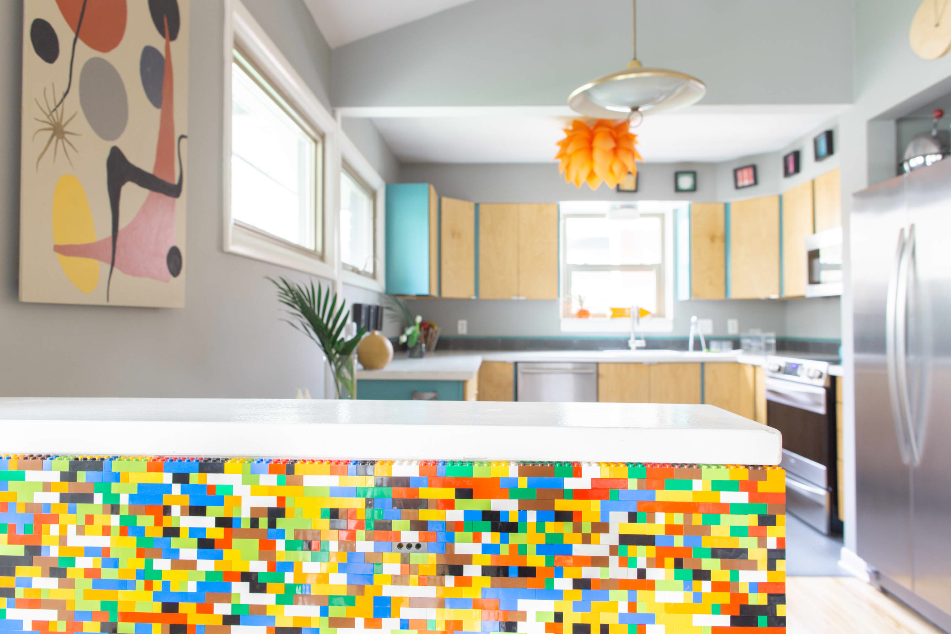 A Cheery Mid-Century Modern House Is Bursting With Color Inspiration: gallery image 3