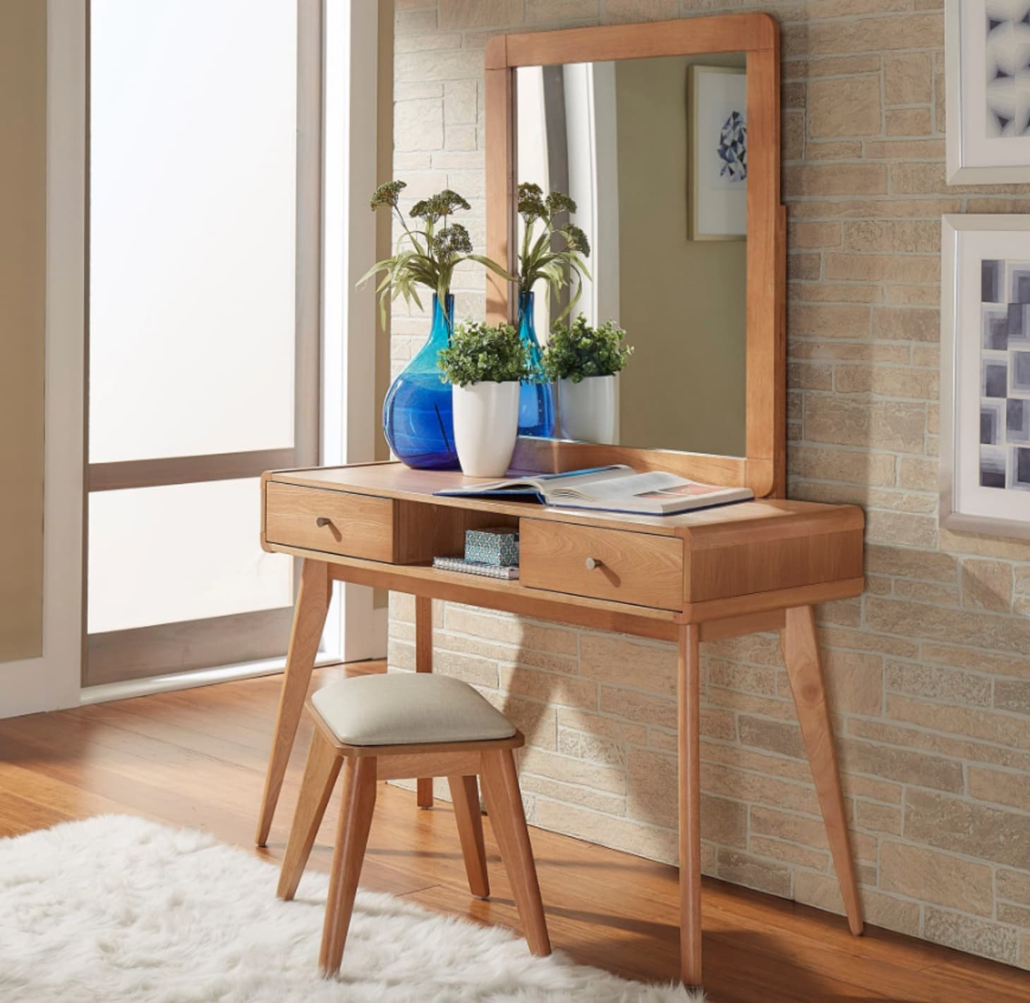 newest 9f55c 626a5 10 Modern Makeup Vanity Tables for the Beauty Room ...