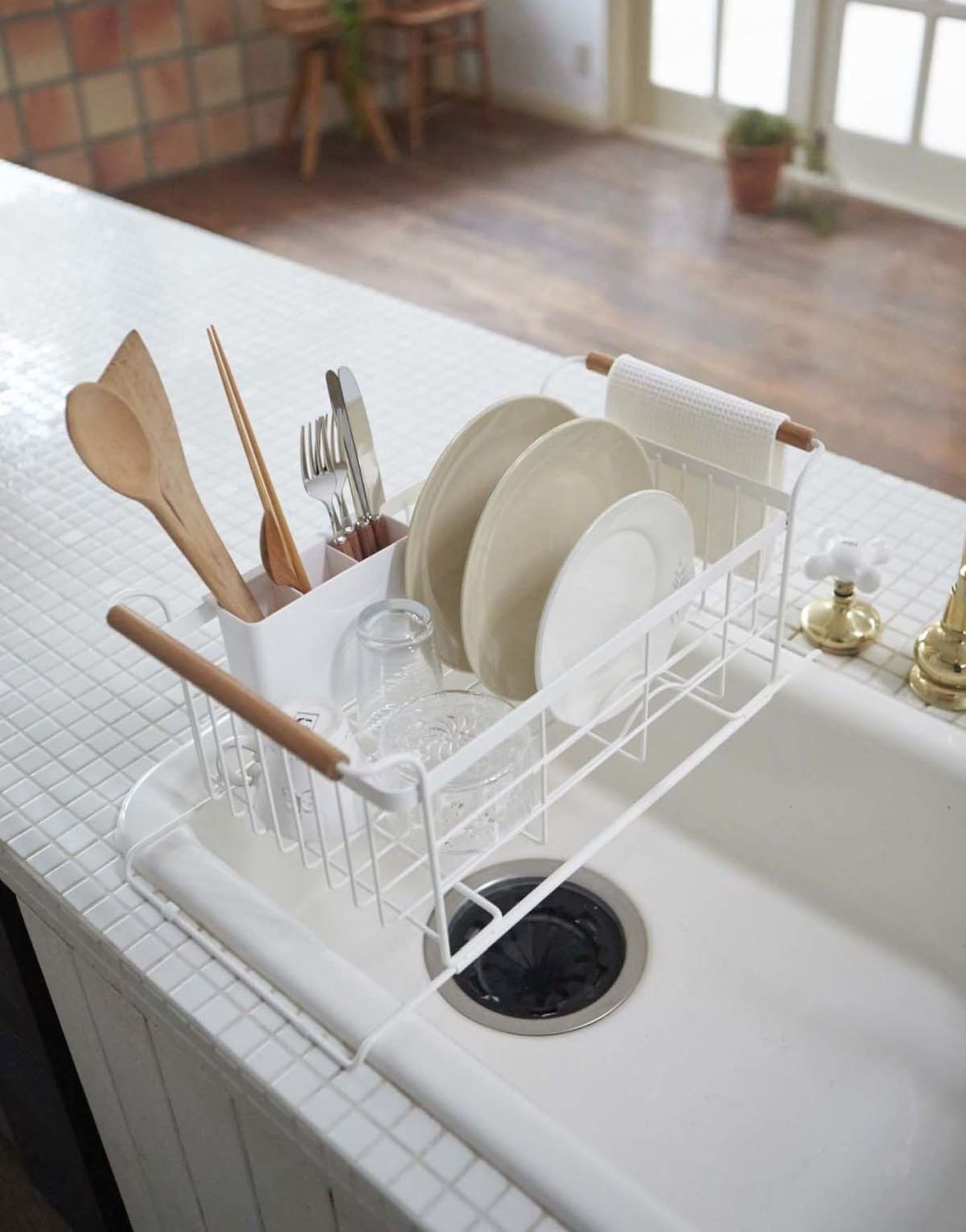 Top 10 Well Designed Dish Racks For Small Kitchens Apartment Therapy