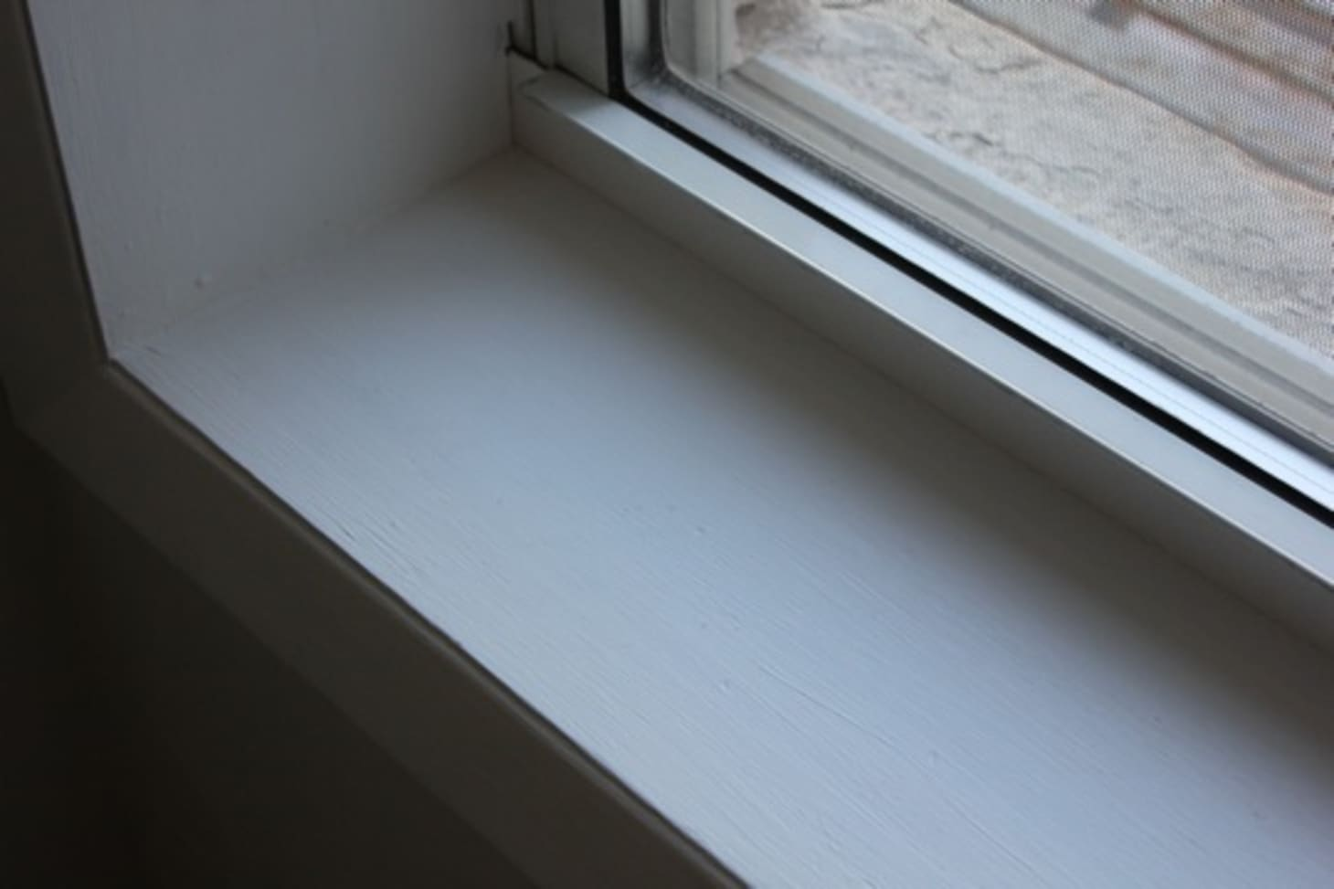 How To Paint Windowsills & Window Trim | Apartment Therapy
