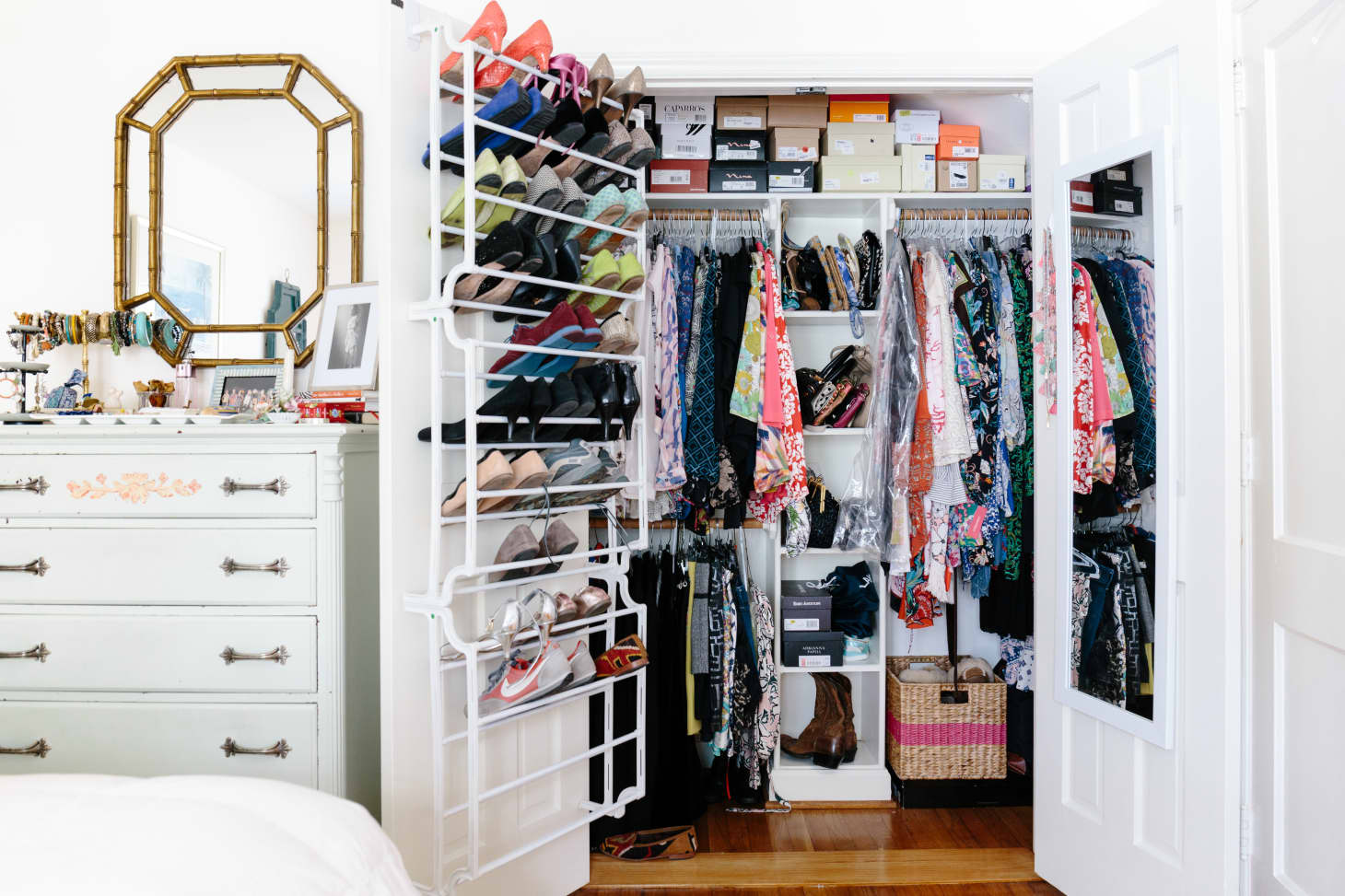 Closet Storage Ideas - Small Closet Organization | Apartment ...