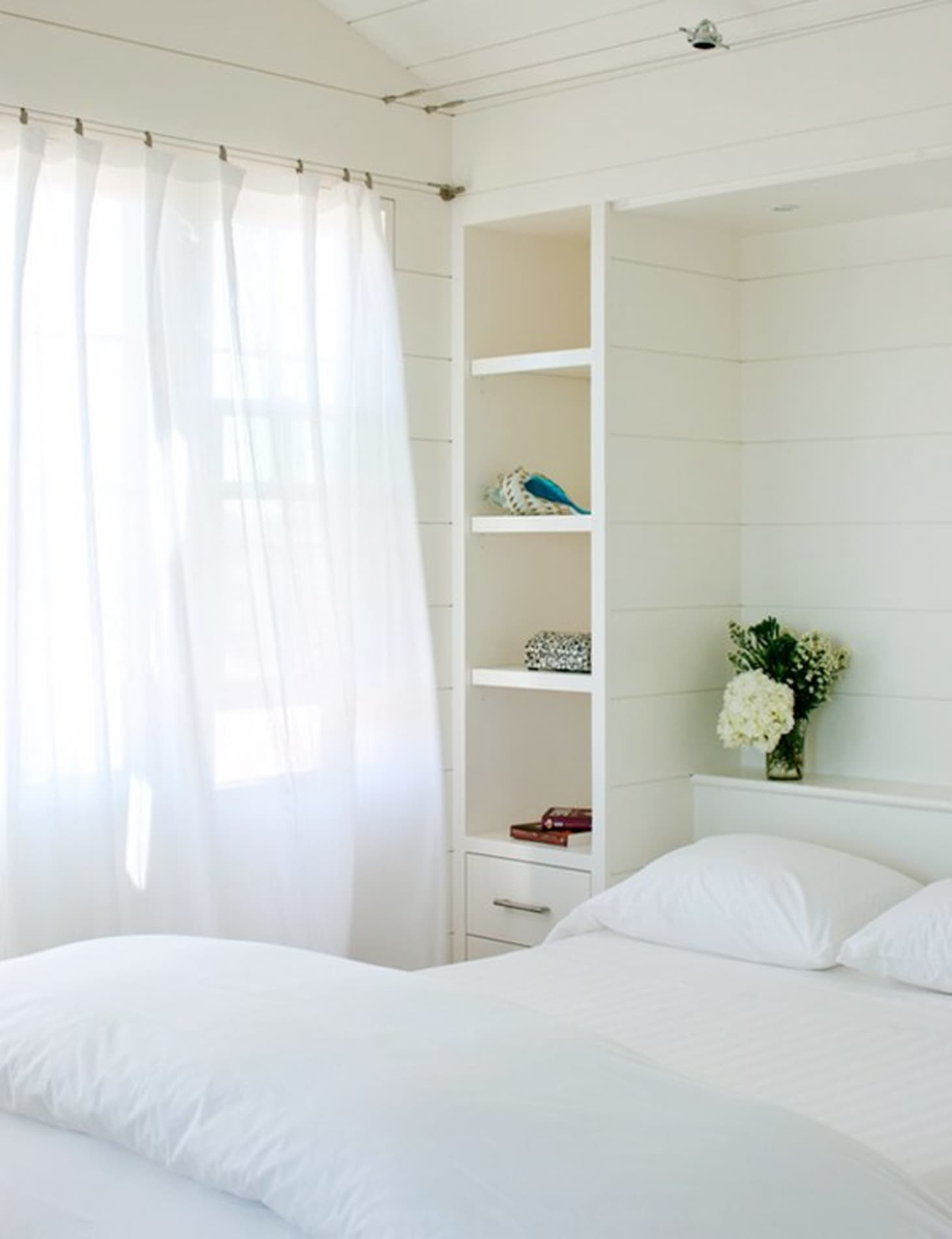 Small Space Solutions: Murphy Bed Ideas & Inspiration ...