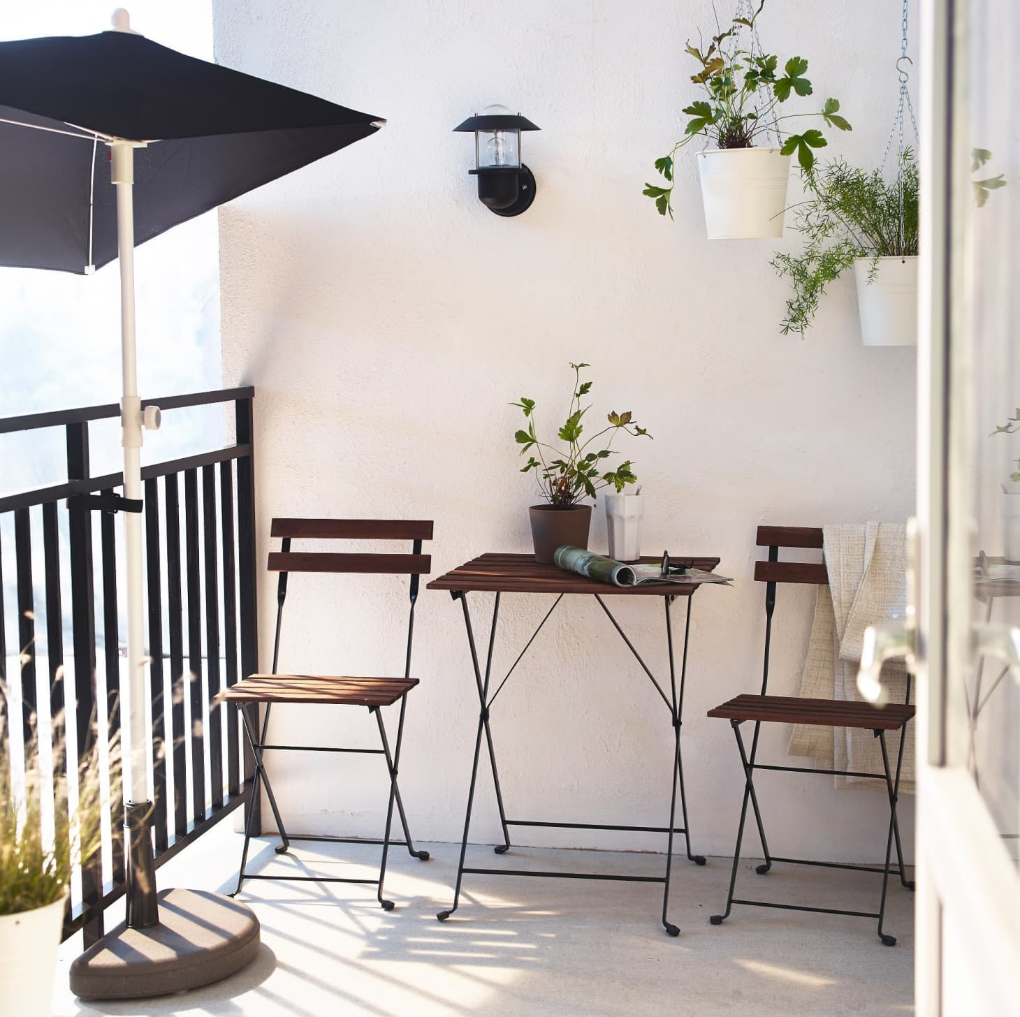 8 Itty Bitty Outdoor Dining Sets Big On Style Not Space