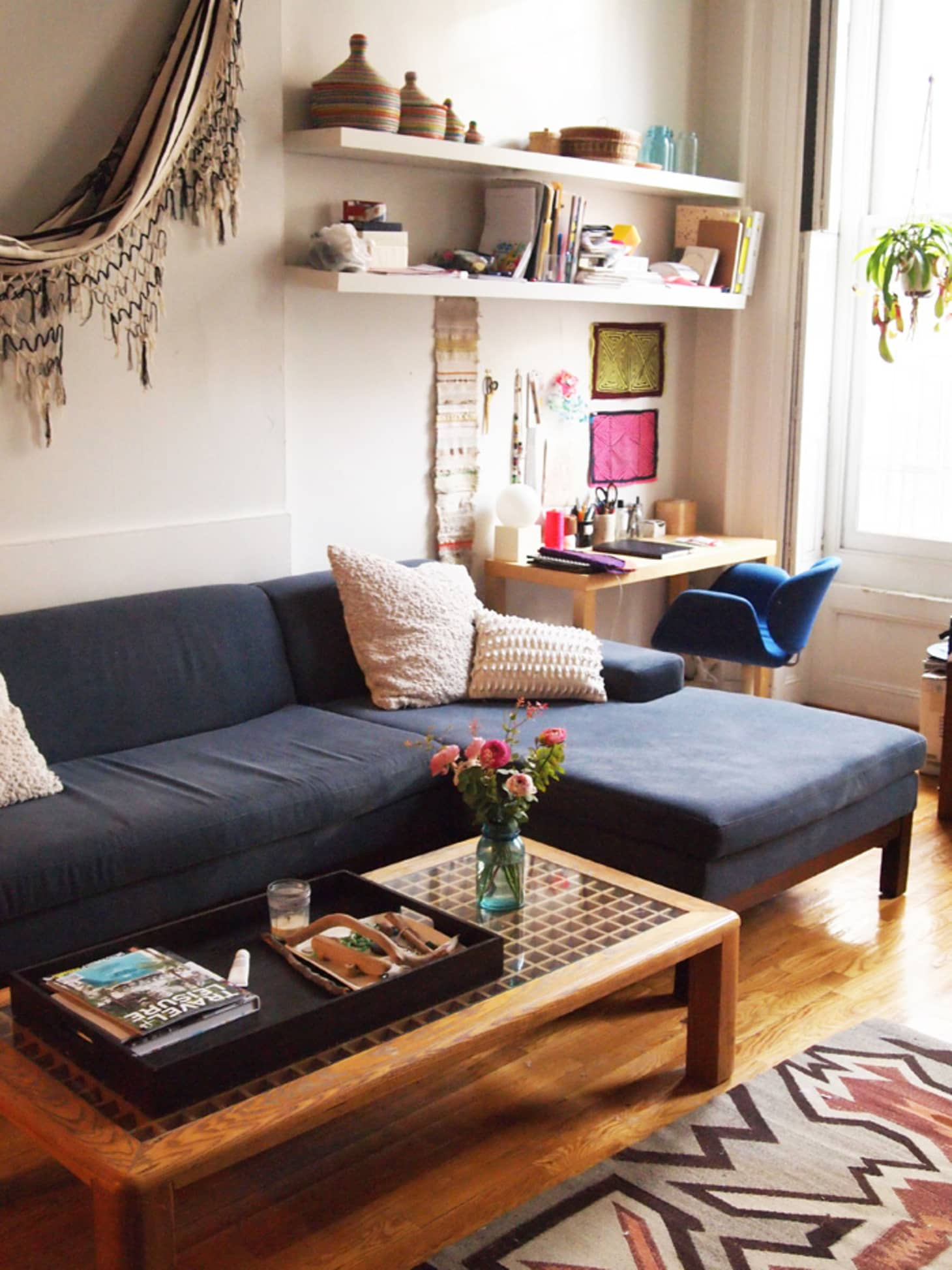 10 Perfect Living Room Home Office Nooks: Short on Space but ...