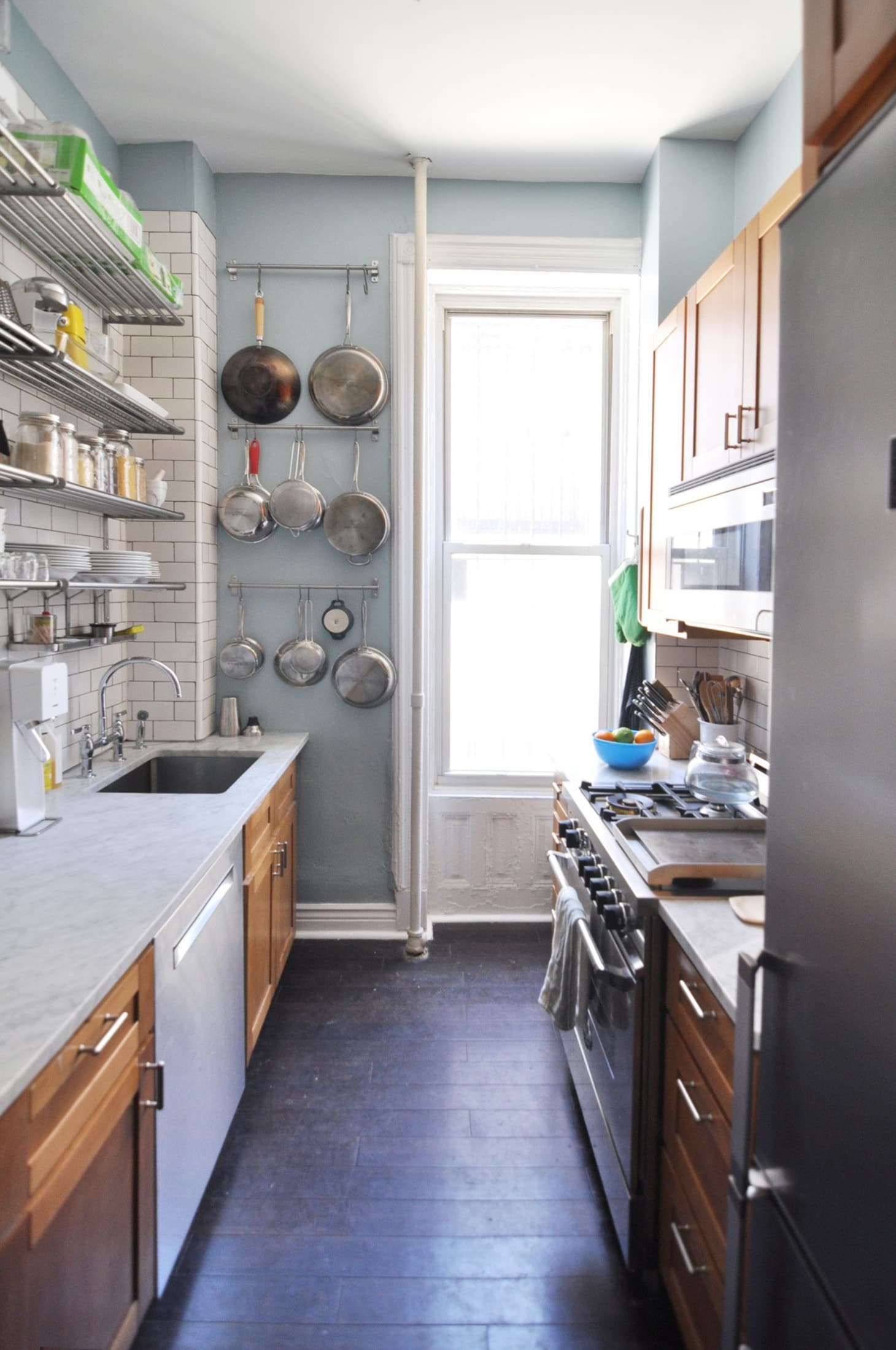Ideas for Hanging Pots & Pans from Real Homes | Apartment ...