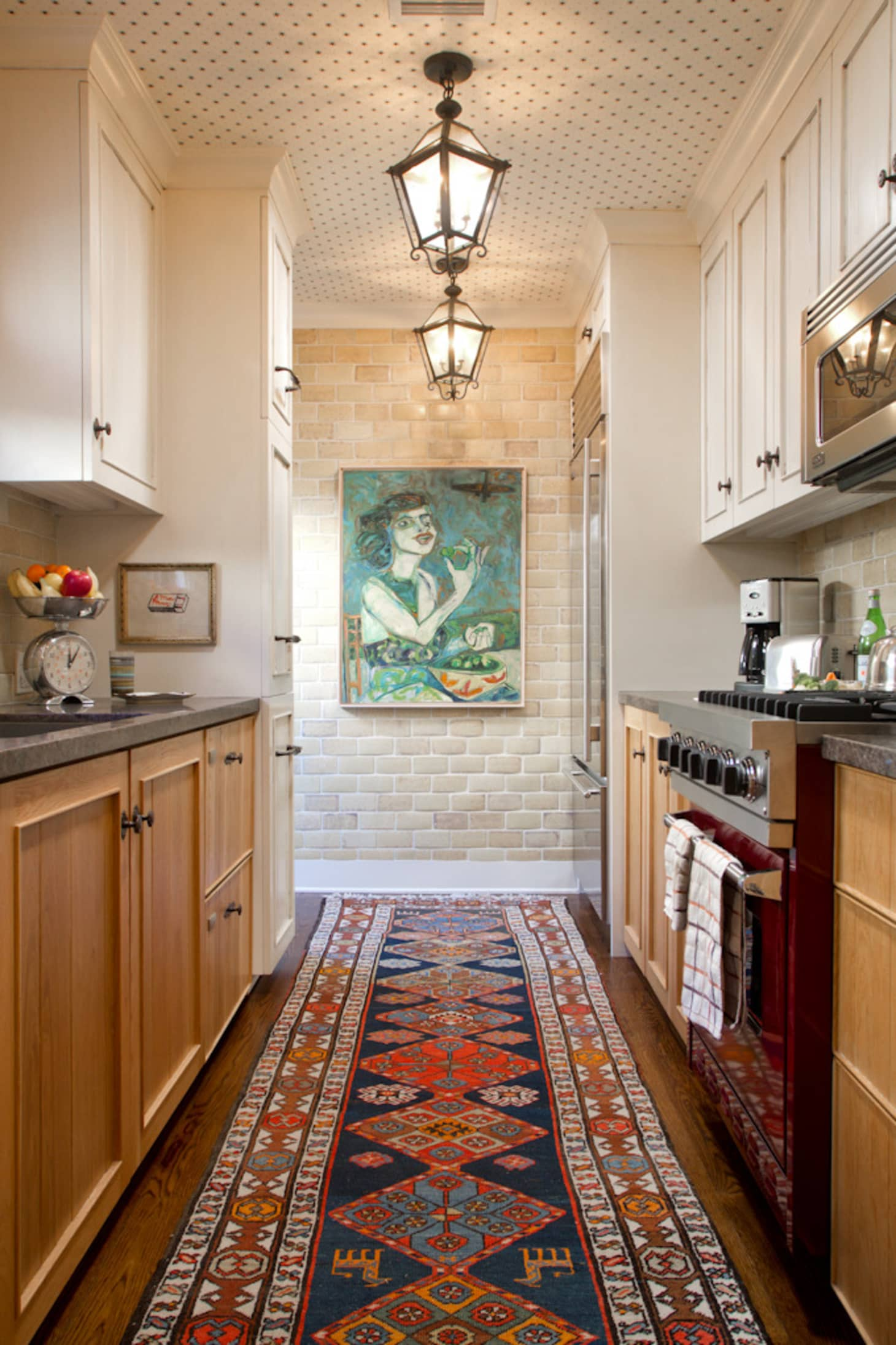 10 Kitchen And Home Decor Items Every 20 Something Needs: Galley Kitchen Ideas - Designs, Layouts, Style