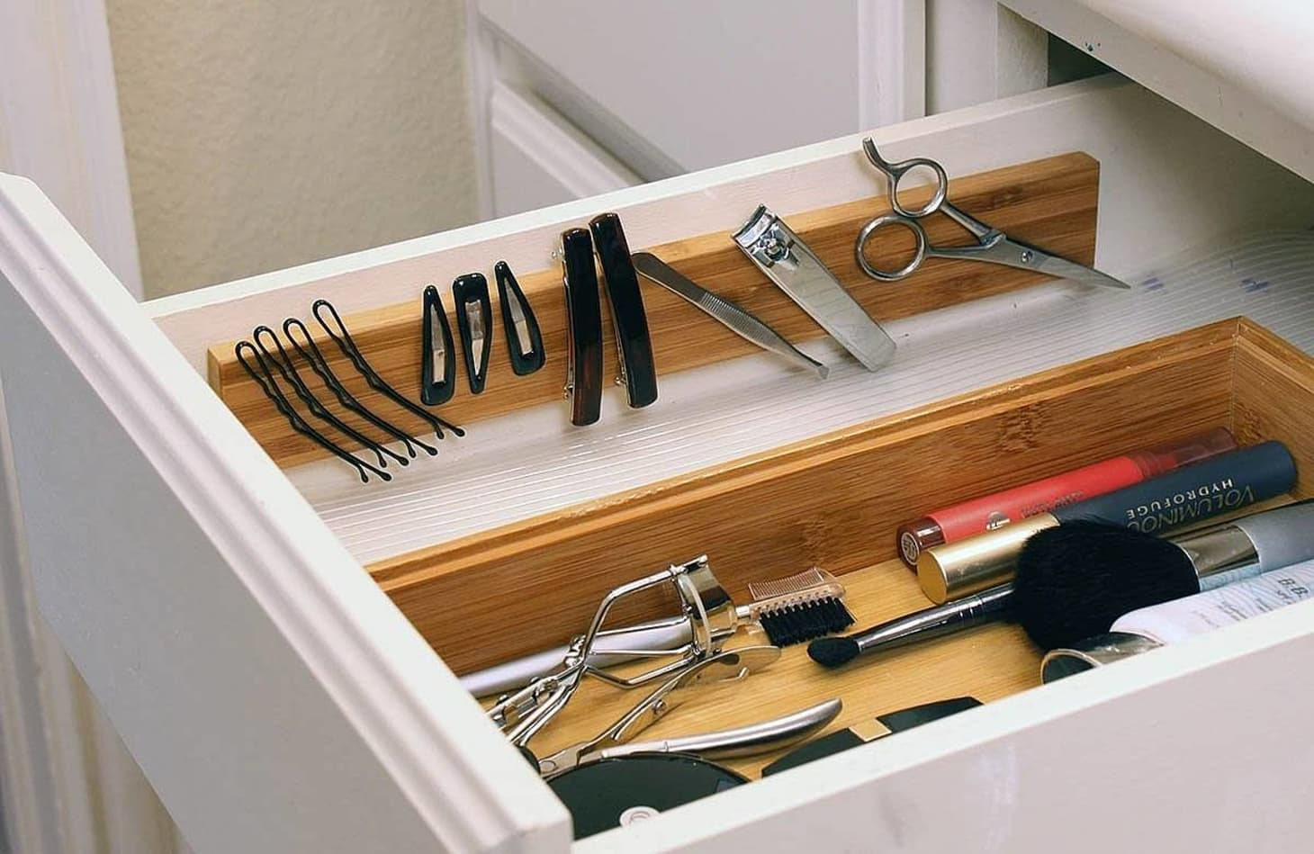 7 Ways to Organize a Bathroom Without a Medicine Cabinet or
