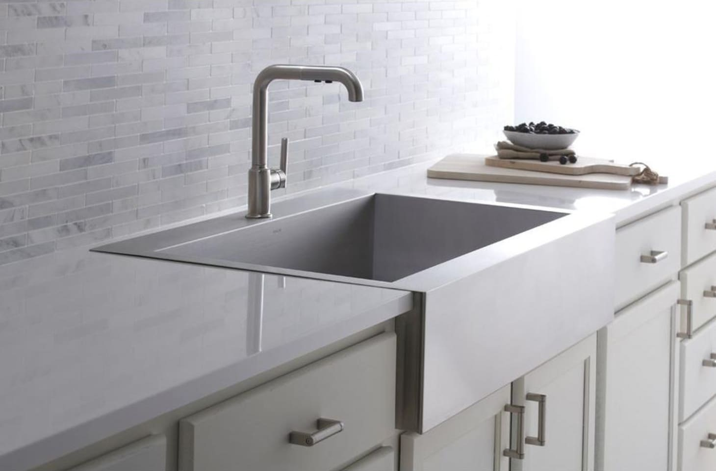 Apron Front Farmhouse Sinks: Our Best, Budget Picks ...
