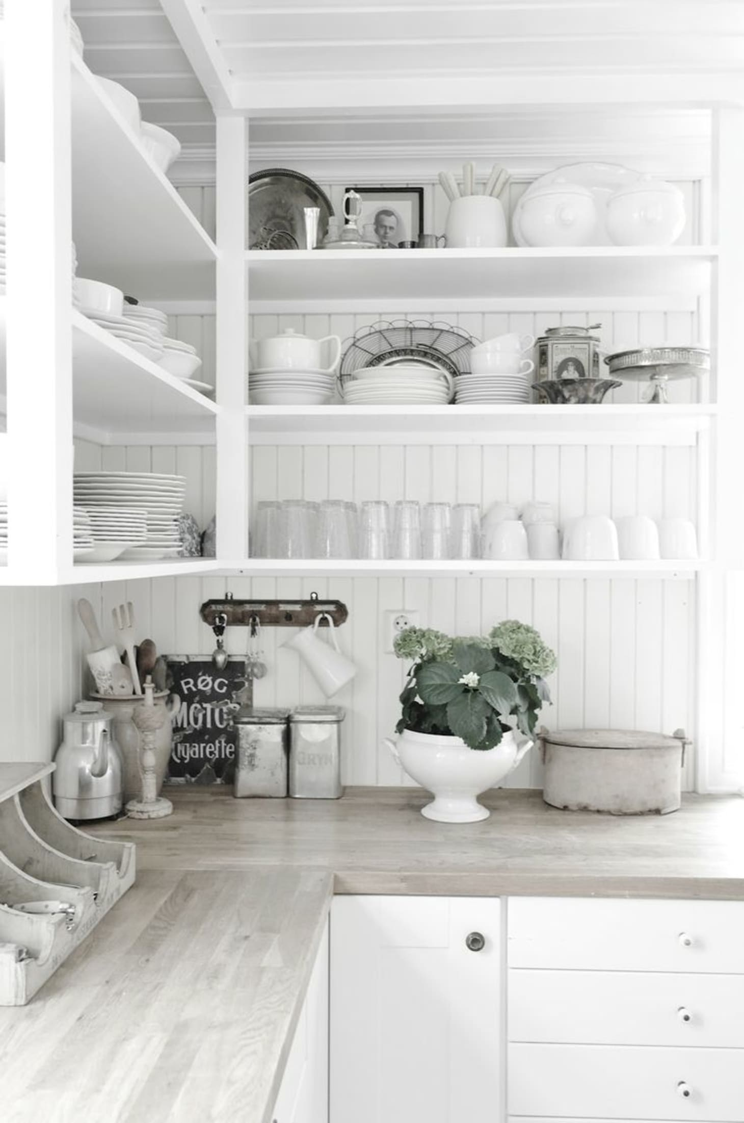 Inexpensive & Timeless Kitchen Backsplash Ideas | Apartment ... on small country kitchens on a budget, kitchen storage ideas on a budget, christmas decorating ideas on a budget, kitchen design, kitchen renovations on a budget, kitchen ideas pot storage, french country kitchen on a budget, kitchen upgrades on a budget, kitchen facelift on a budget, interior design ideas on a budget, small outdoor kitchens on a budget, kitchen color ideas with dark floors, kitchen remodeling on a budget, kitchen updates on a budget before and after, kitchen islands on a budget, kitchen remodeling ideas for small kitchens, kitchen tile, kitchen update ideas on a budget, fireplace ideas on a budget, kitchen with paint refresh,