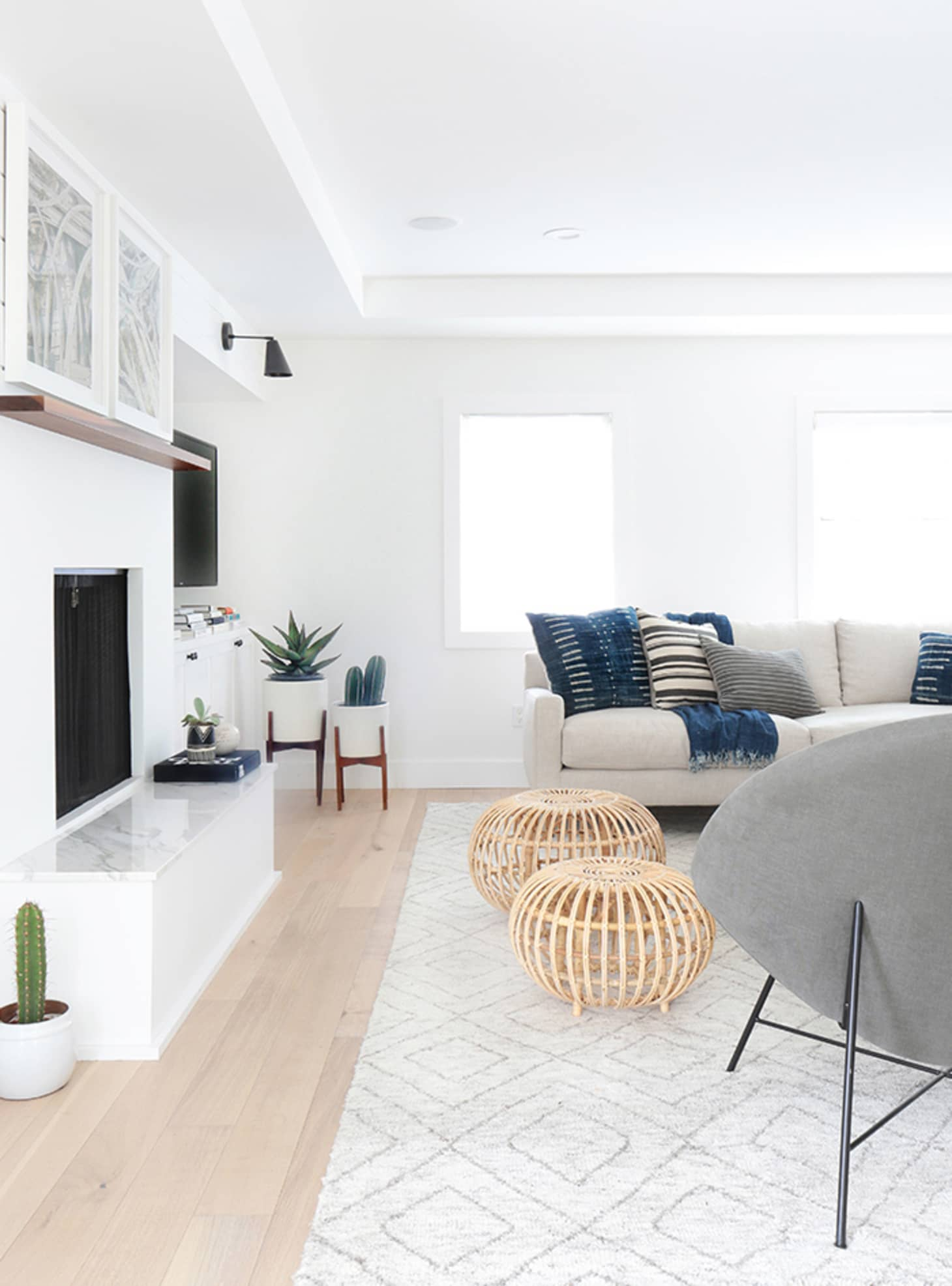 Are White Walls the Ultimate Decorating Secret Weapon? | Apartment ...