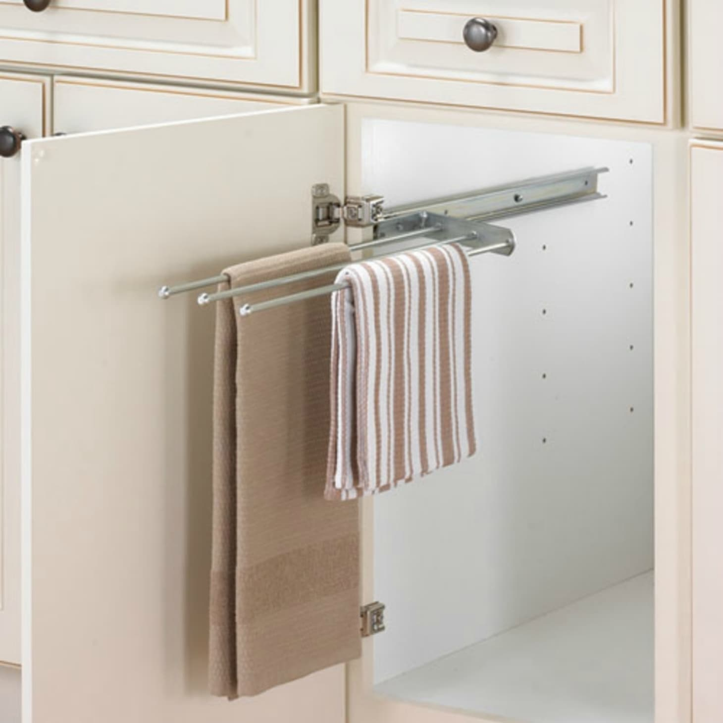 Ideas for Hanging & Storing Towels in a Small Bathroom ... on hang bath towels, hang pool towels, hang kitchen curtains,