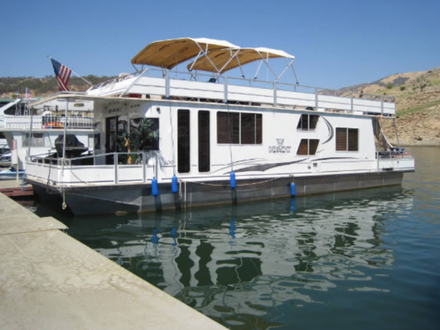 Here's What it Costs to Buy a Houseboat, Coast to Coast | Apartment