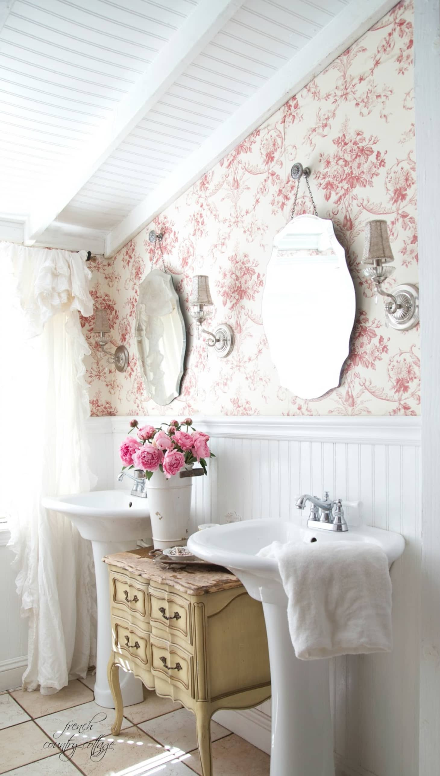 10 Rooms Featuring Beadboard Paneling: Decorating Ideas: 10 Bathrooms With Beadboard Wainscoting