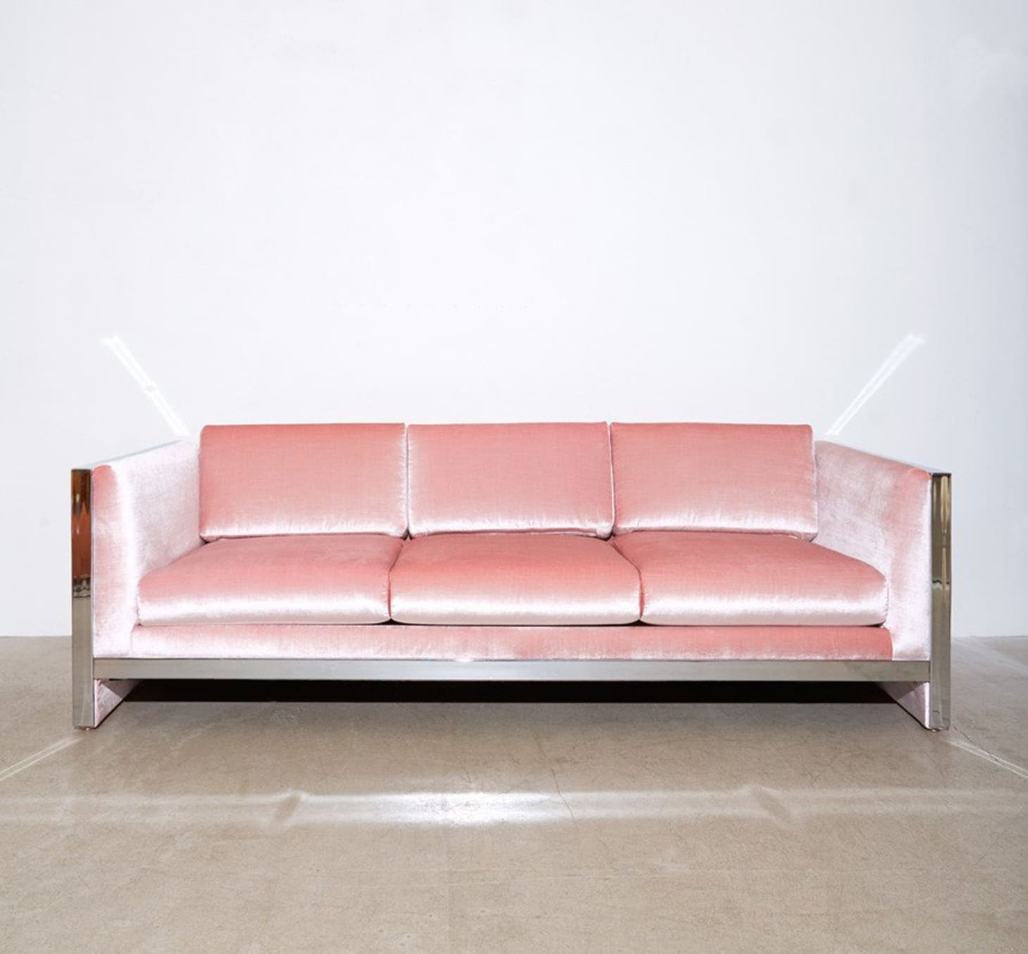 When Two Trends Collide 9 Beautiful Pink Velvet Sofas