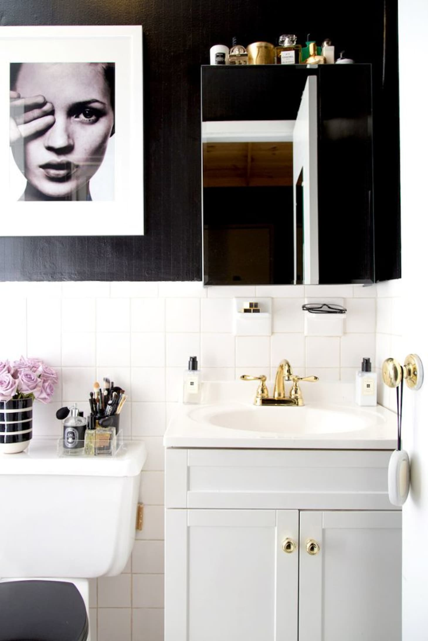 8 Stylish Solutions for Ugly Rental Bathrooms | Apartment