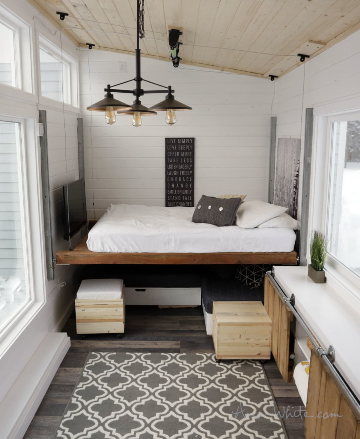 Enjoyable A Tiny House With A Unique Clever Bedroom Solution Download Free Architecture Designs Jebrpmadebymaigaardcom