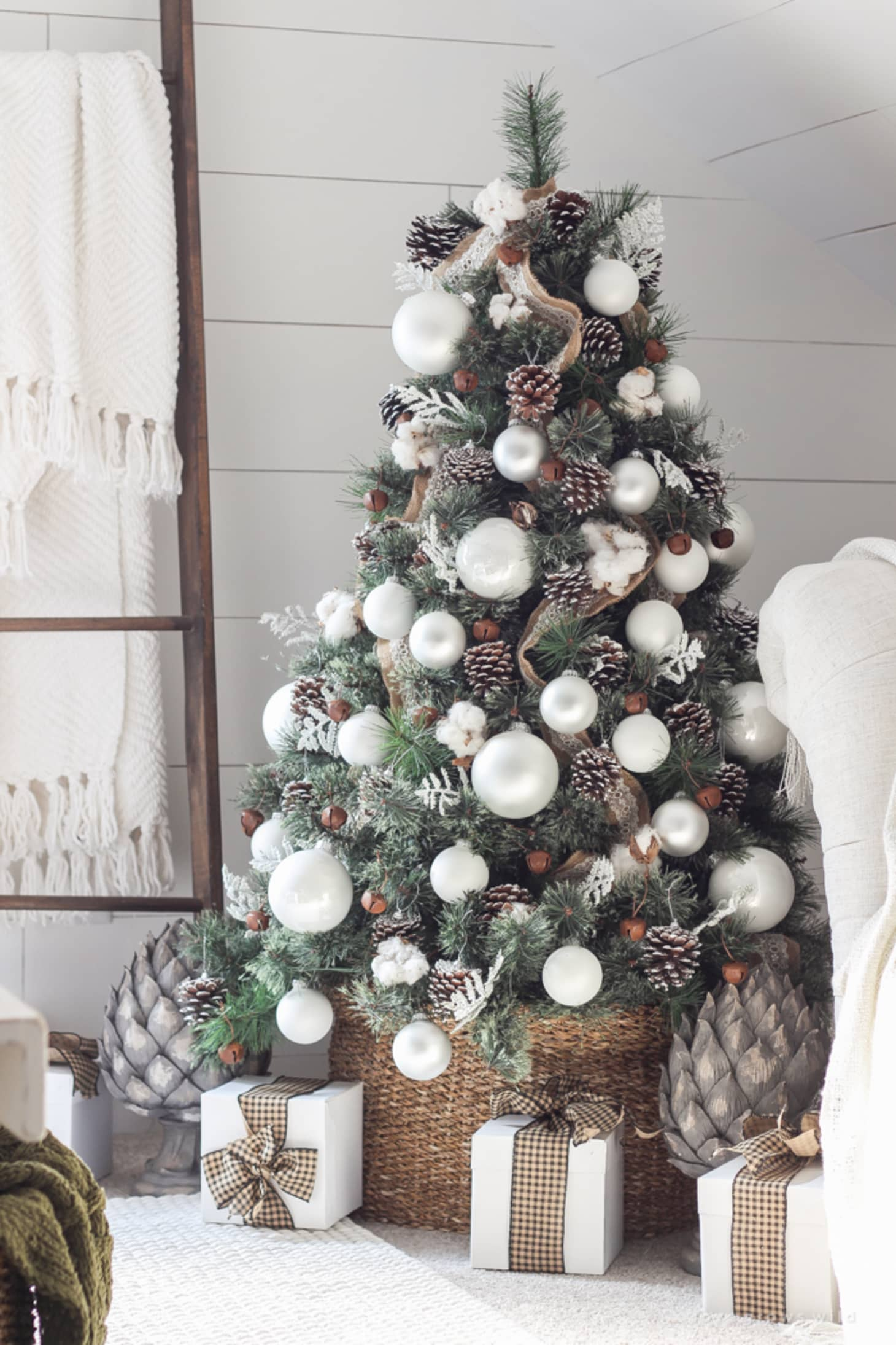 Christmas Tree Decorating Ideas.Christmas Tree Decorating Ideas To Try Apartment Therapy