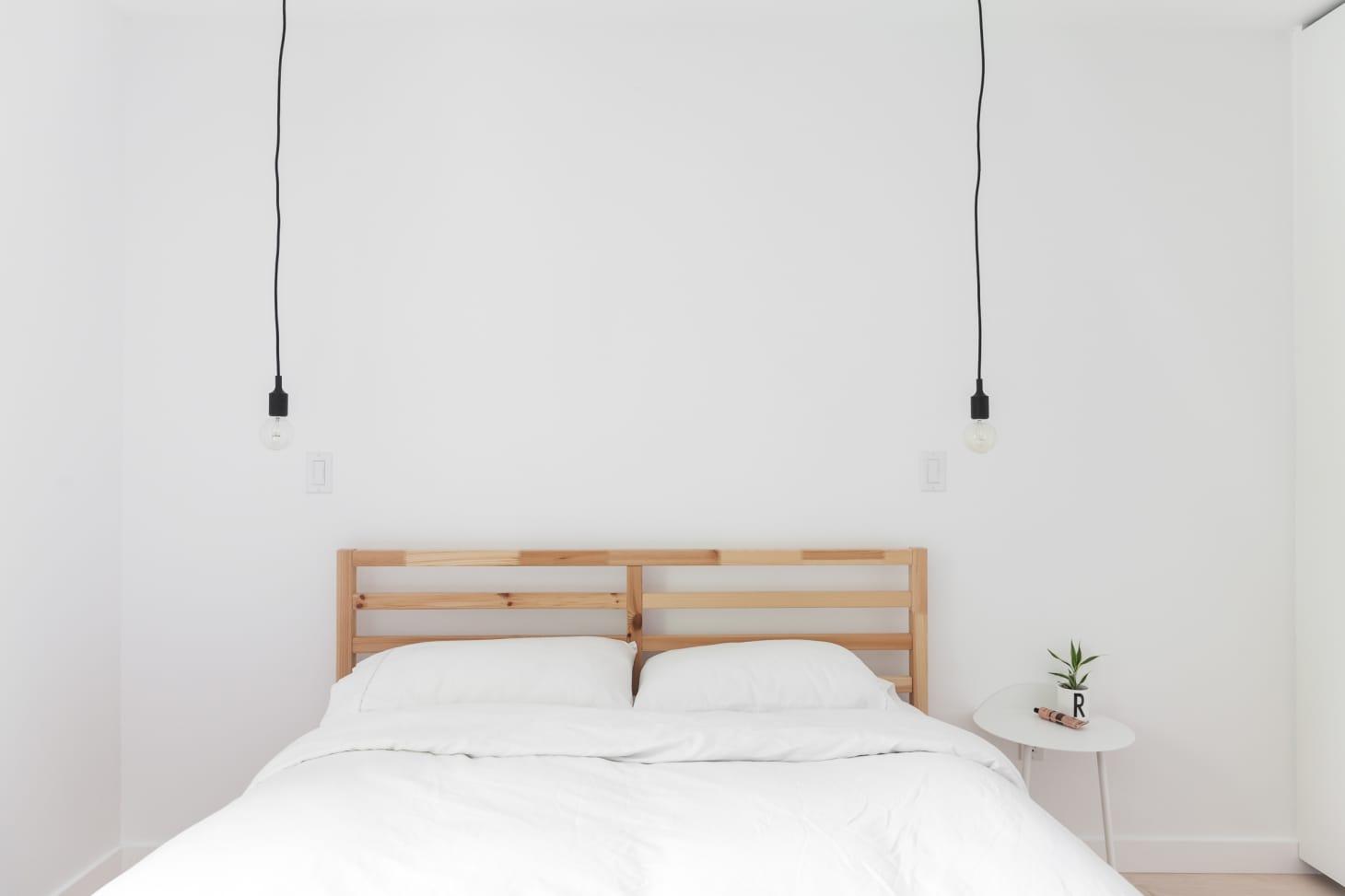 new styles e9cd1 0ba98 Minimalist Bedroom Ideas (That Aren't Boring) | Apartment ...