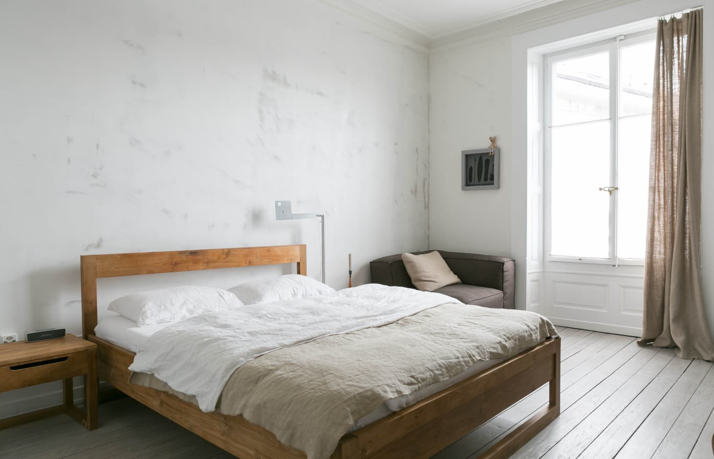 Minimalist Bedroom Ideas (That Aren\'t Boring)   Apartment Therapy