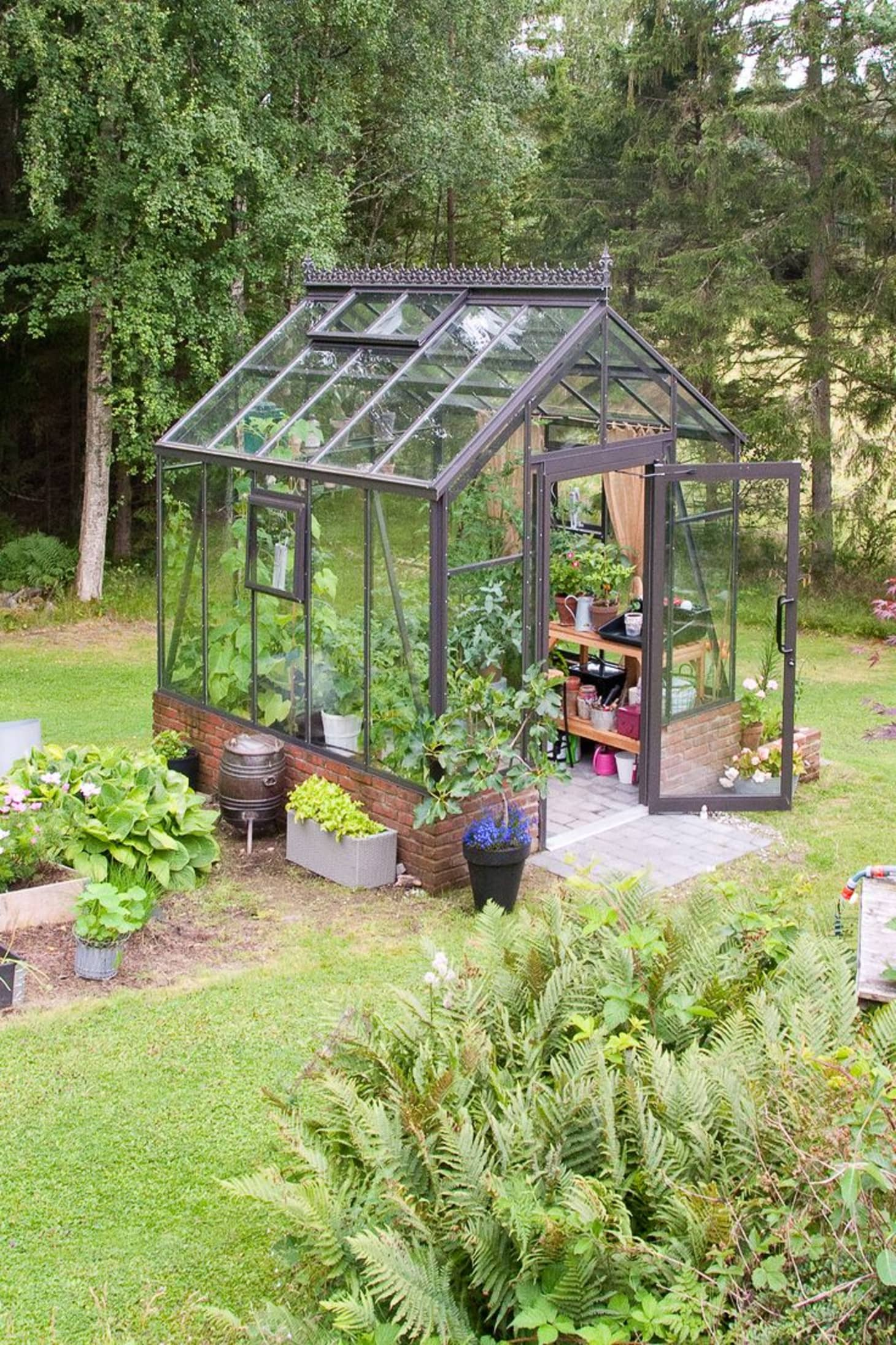 Small Greenhouse Backyard Ideas | Apartment Therapy