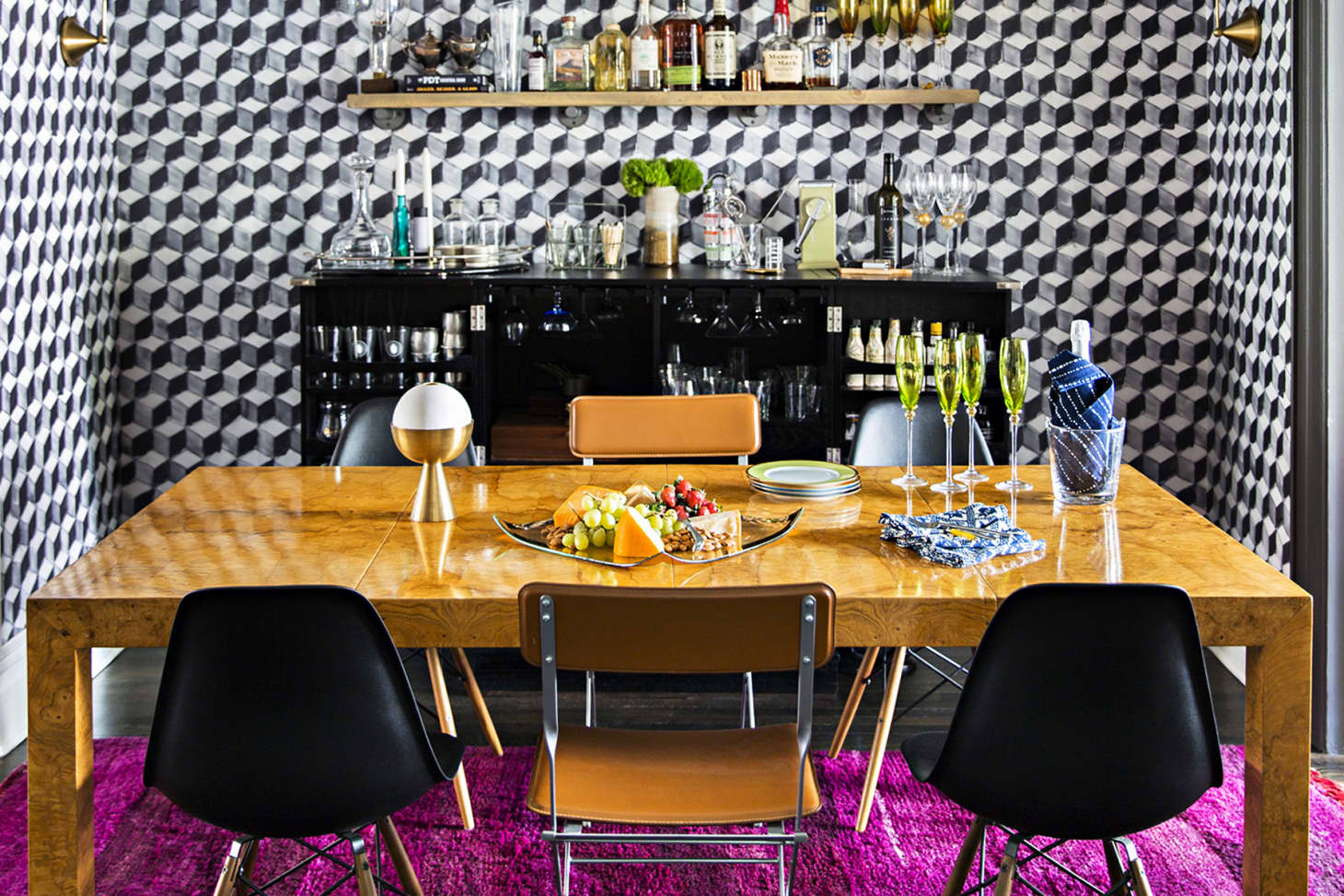 Stylish Dining Rooms That Make the Case for Wallpaper ...