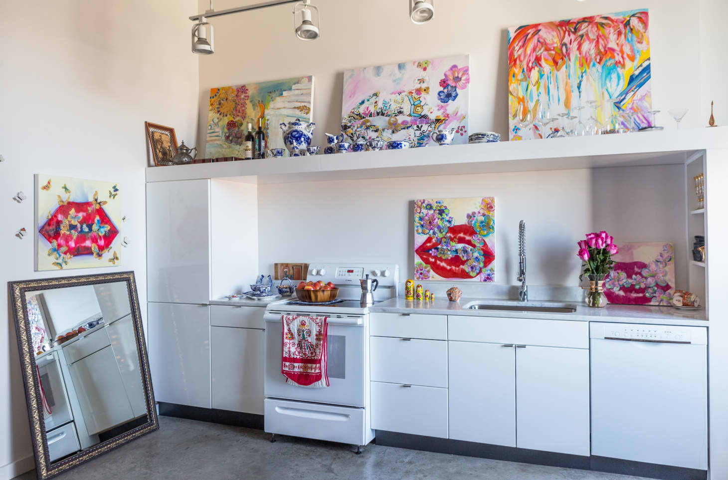 Marvelous 9 Inexpensive Ways You Can Refresh Your Tired Kitchen Kitchn Download Free Architecture Designs Oxytwazosbritishbridgeorg
