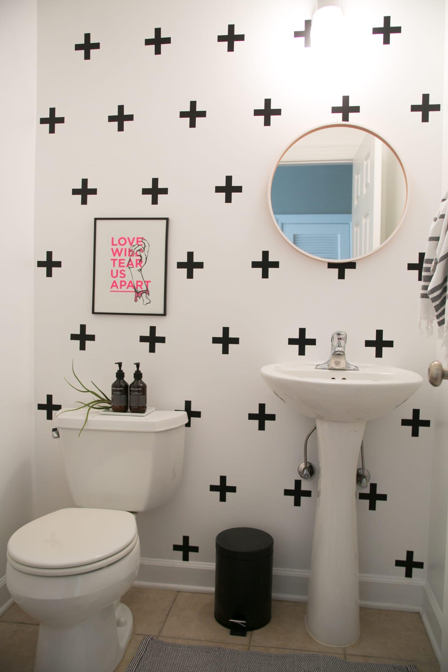 Easy Reversible Design Ideas for Rental Bathrooms ... on Apartment Bathroom Ideas  id=41859