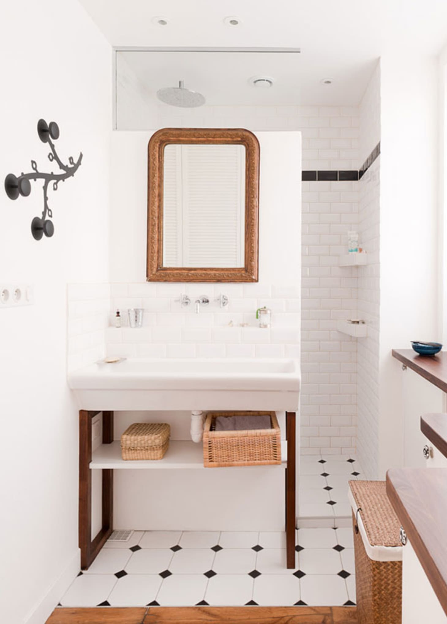 Stylish Remodeling Ideas for Small Bathrooms | Apartment ... on Small Apartment Bathroom  id=71319