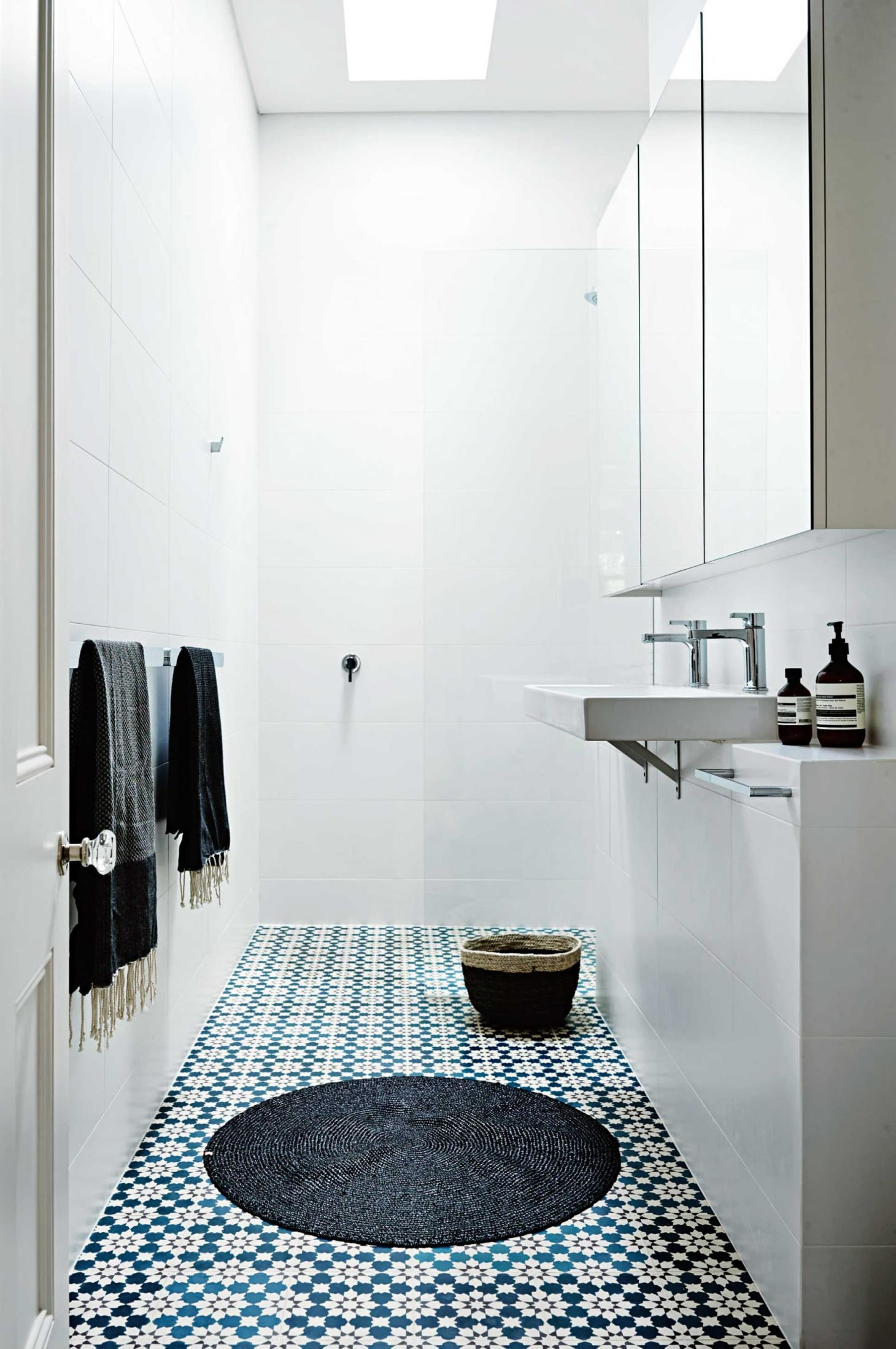 Stylish Remodeling Ideas for Small Bathrooms | Apartment ... on Small Apartment Bathroom  id=73382