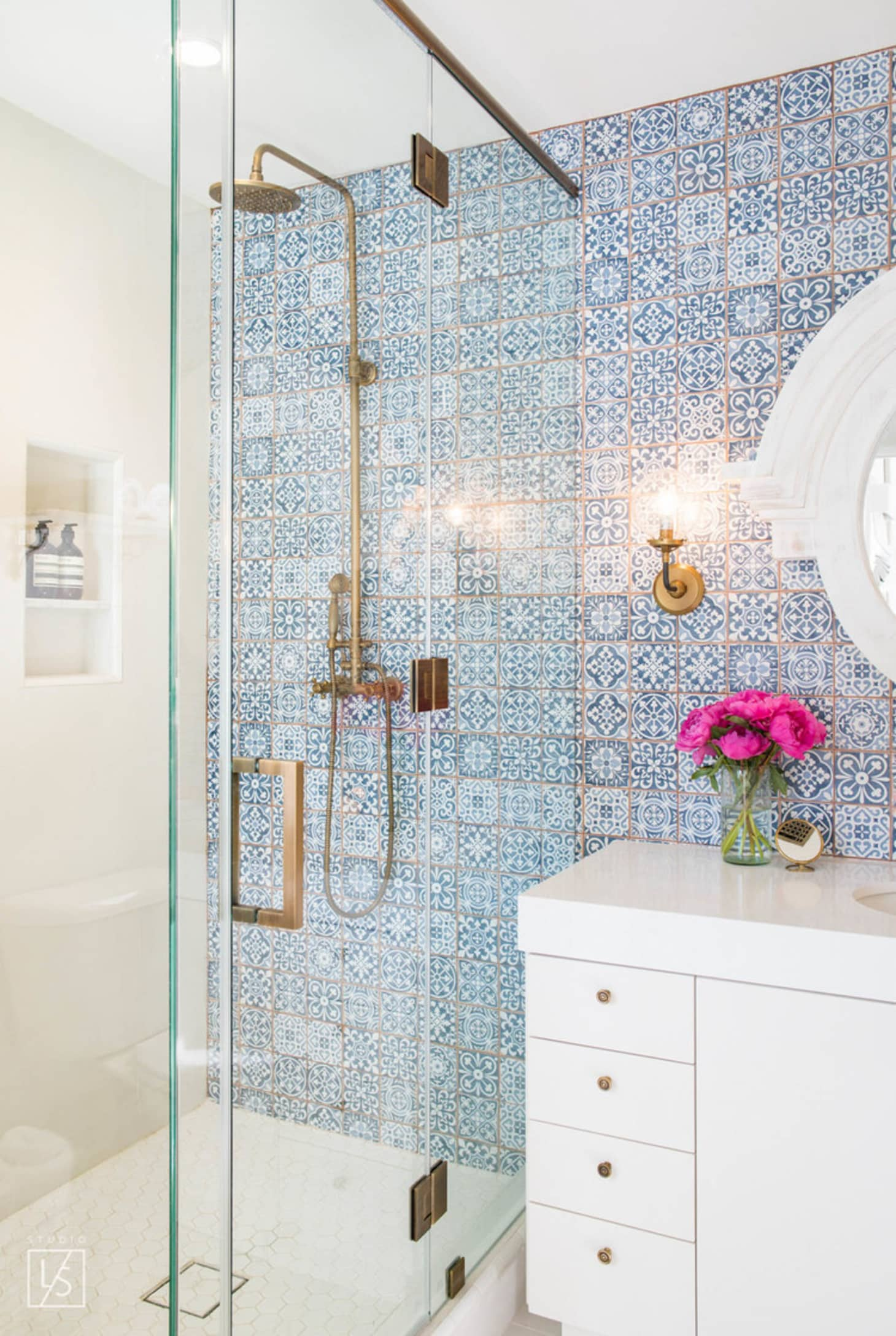 Stylish Remodeling Ideas for Small Bathrooms | Apartment ... on Small Apartment Bathroom  id=44811