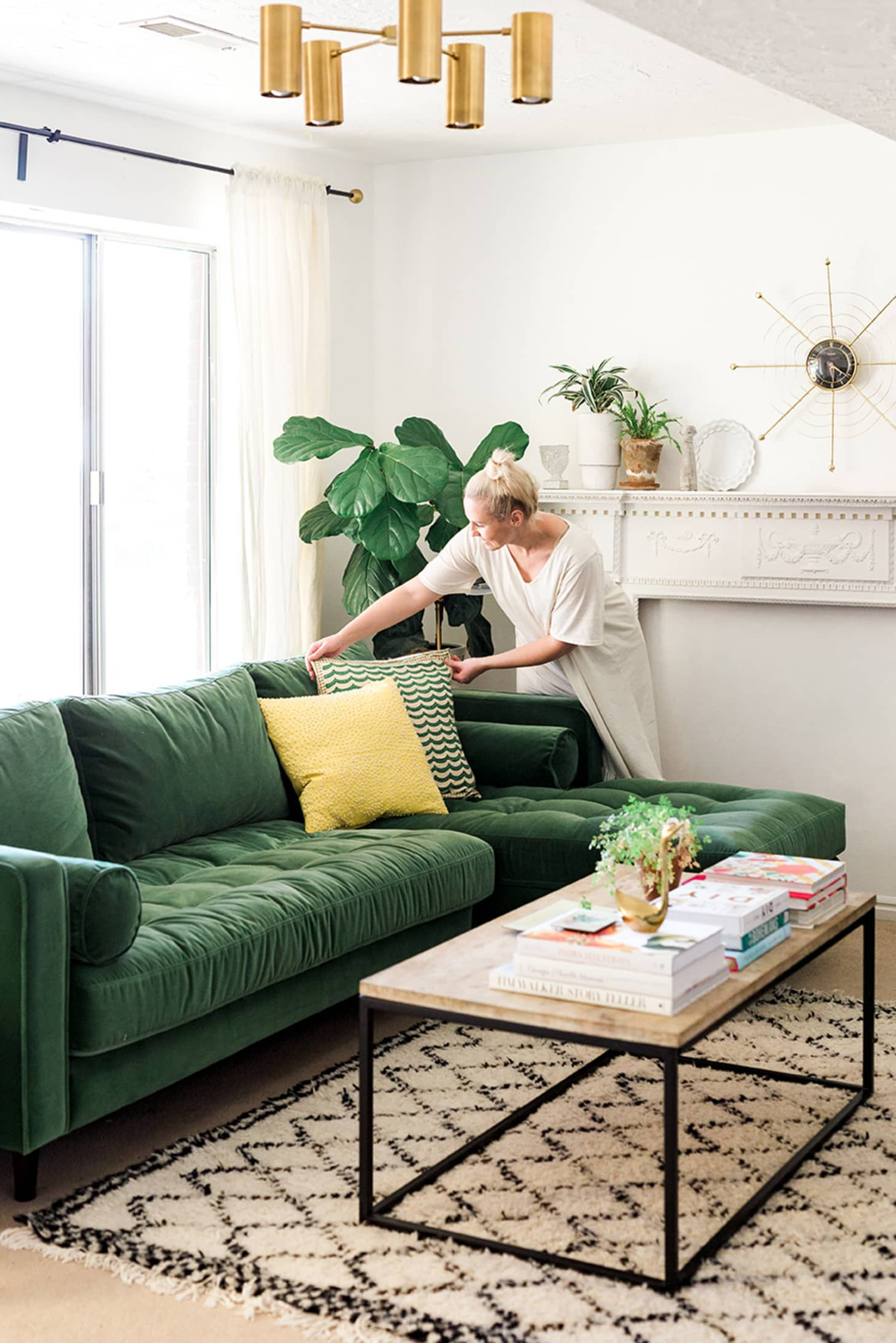The Couch Trend For 2017: Stylish Emerald Green Sofas