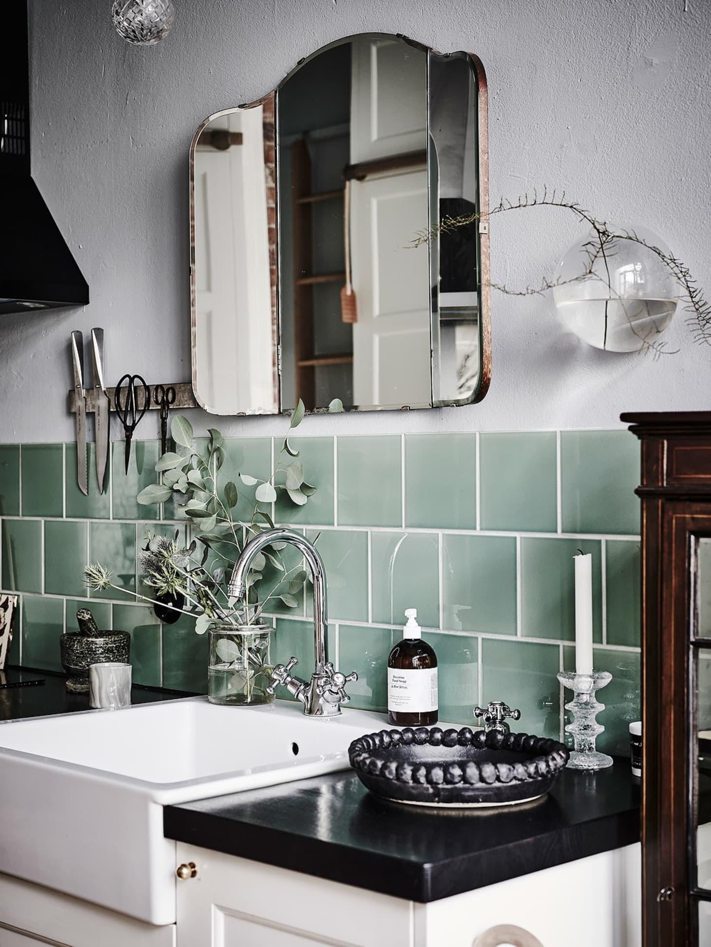 Inexpensive & Timeless Kitchen Backsplash Ideas ...
