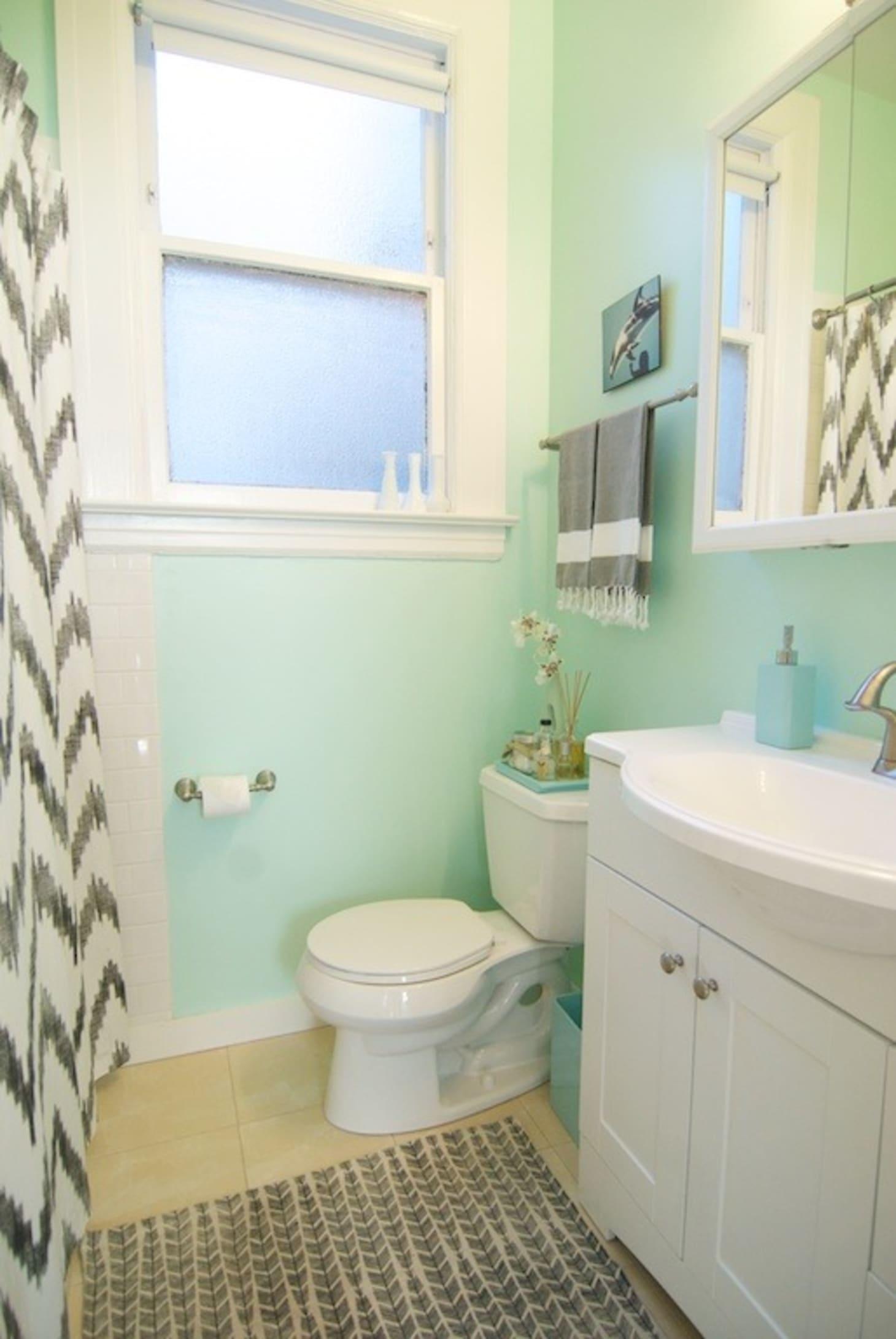 20 Reversible Ideas to Overhaul Your Rental Bathroom NOW ... on Apartment Bathroom Ideas  id=19213